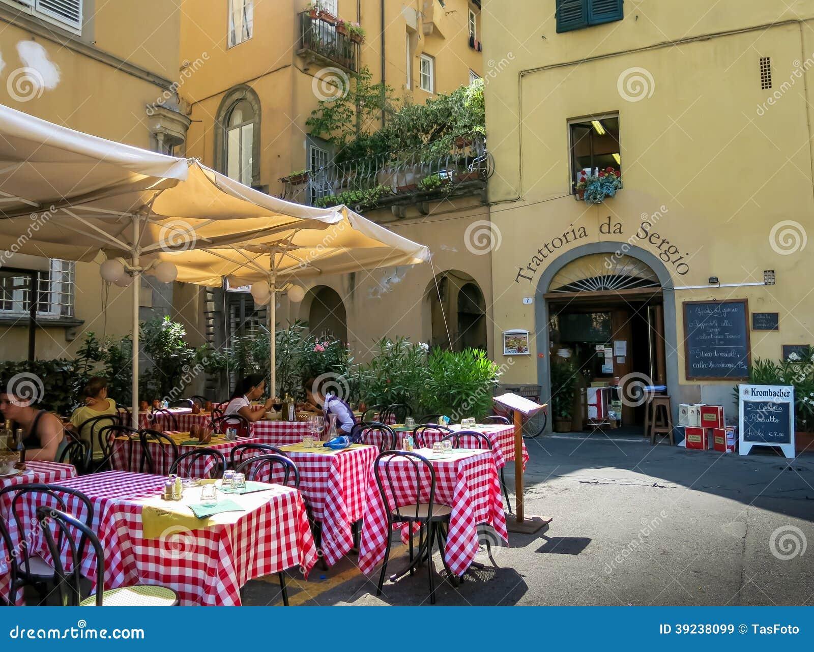 Restaurant In Lucca Toskana In Italien Redaktionelles Stockbild