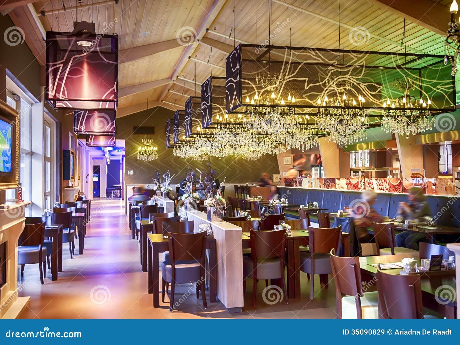 Restaurant met modieuze decoratie stock afbeelding afbeelding