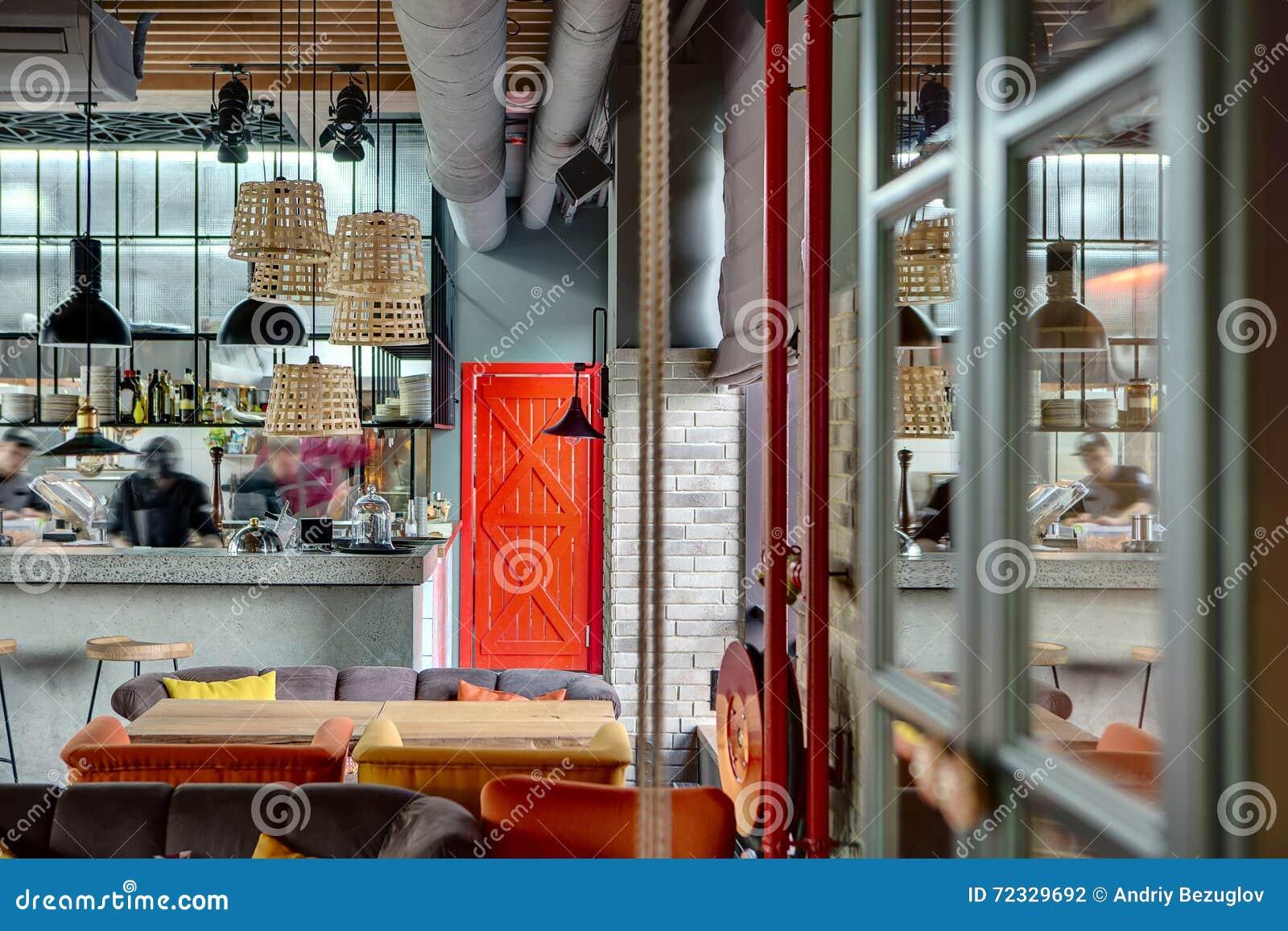 Restaurant Mit Offener Küche Stockfoto - Bild von bequem ...