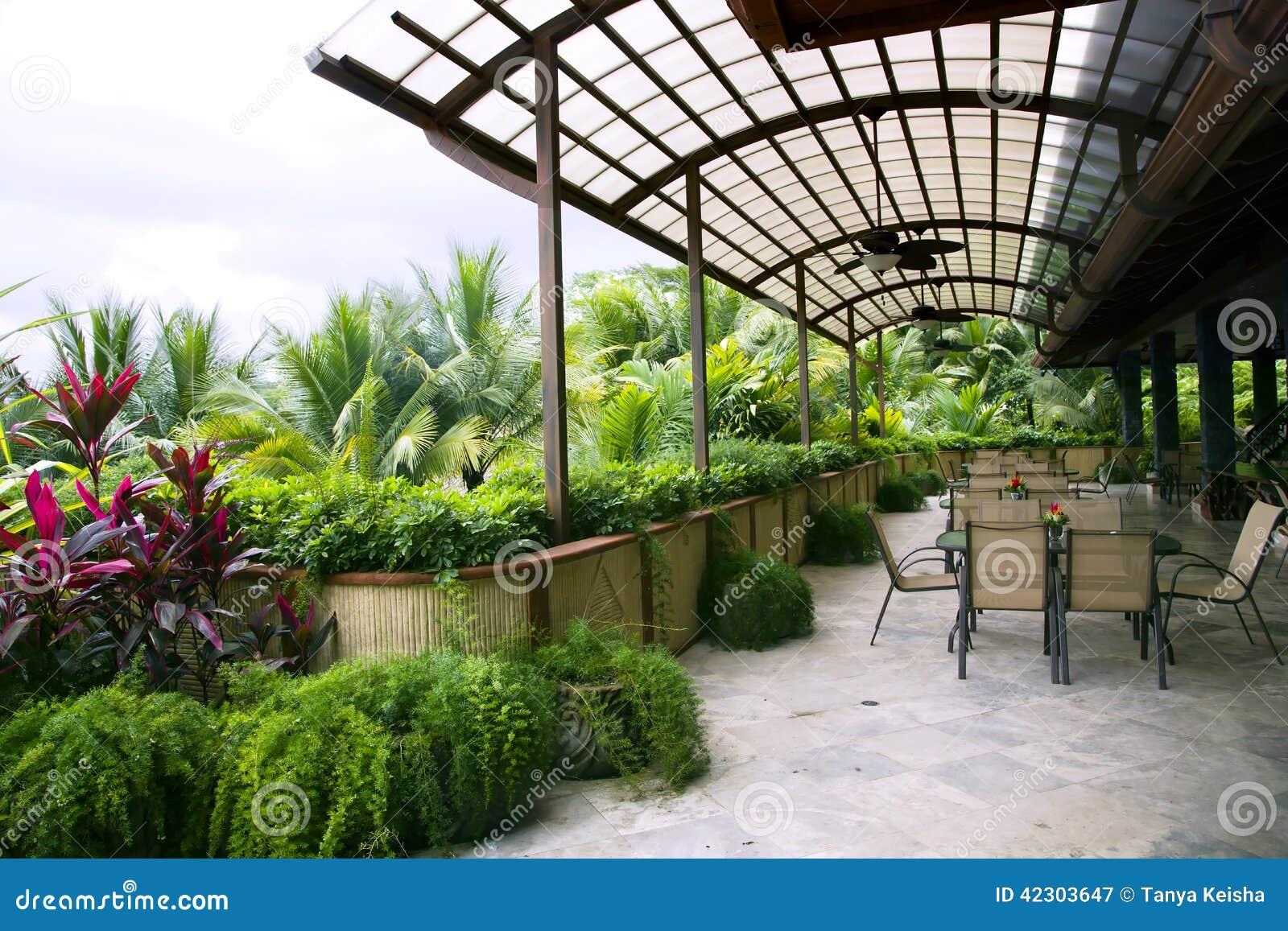 Restaurant sur une v randa ouverte dans un h tel de luxe moderne photo stock - Veranda ouverte terrasse ...