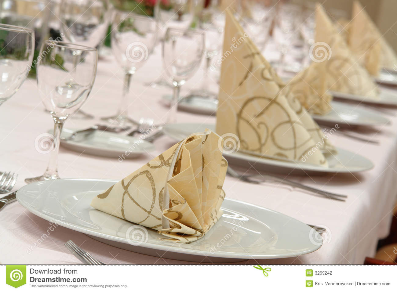 Restaurant table setup - Restaurant Table Setting