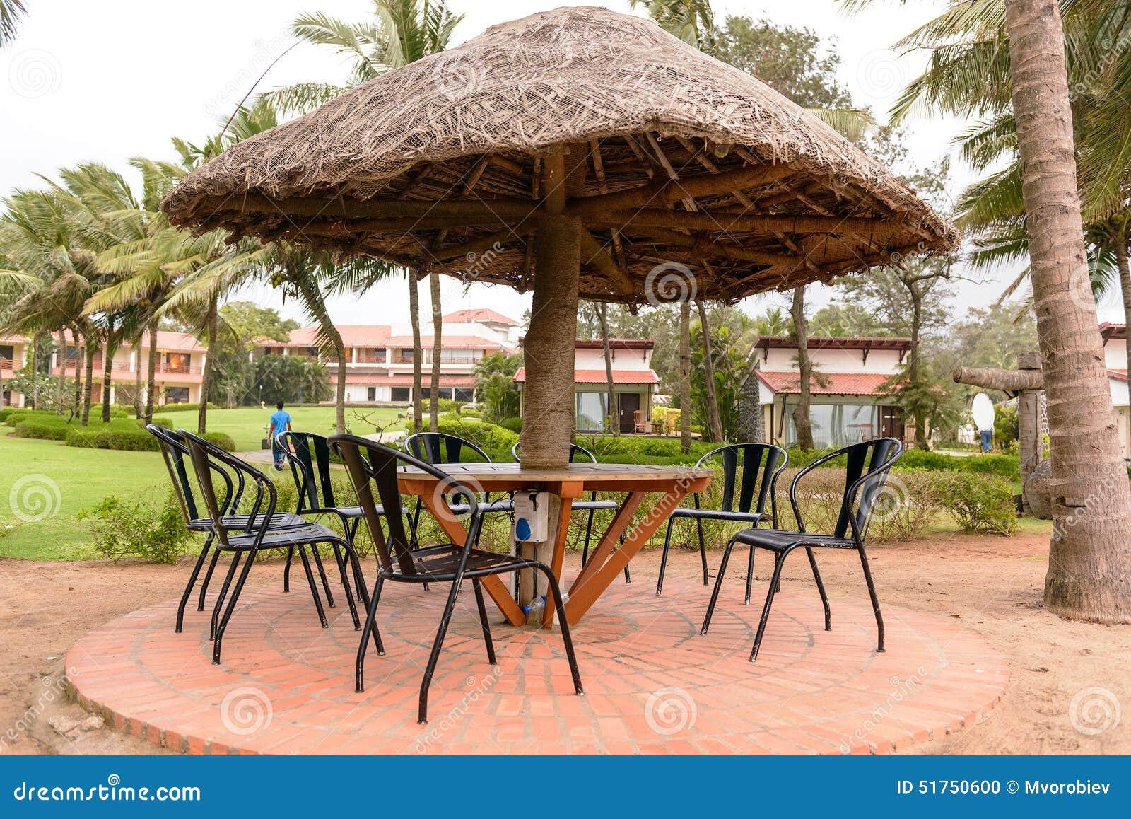 Restaurant Tropical Avec Le Parapluie De Parasol De Paille