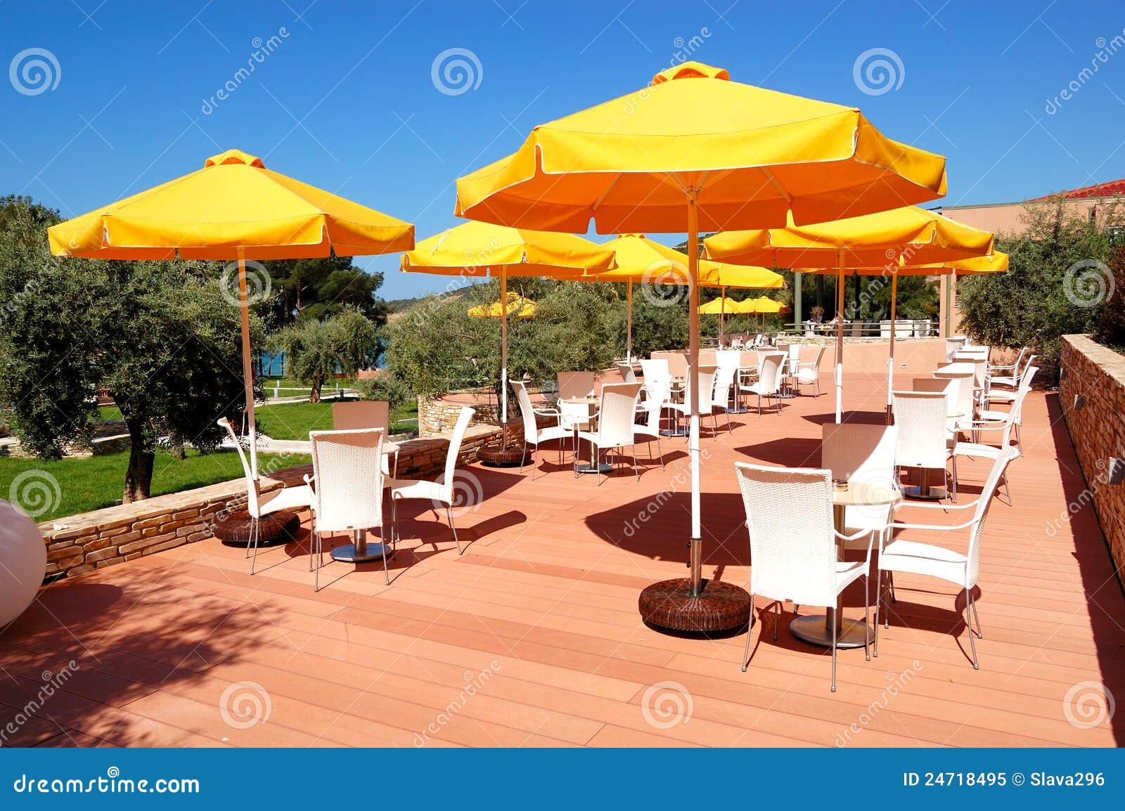 Restaurante al aire libre en el hotel de lujo moderno foto for Hoteles de lujo modernos