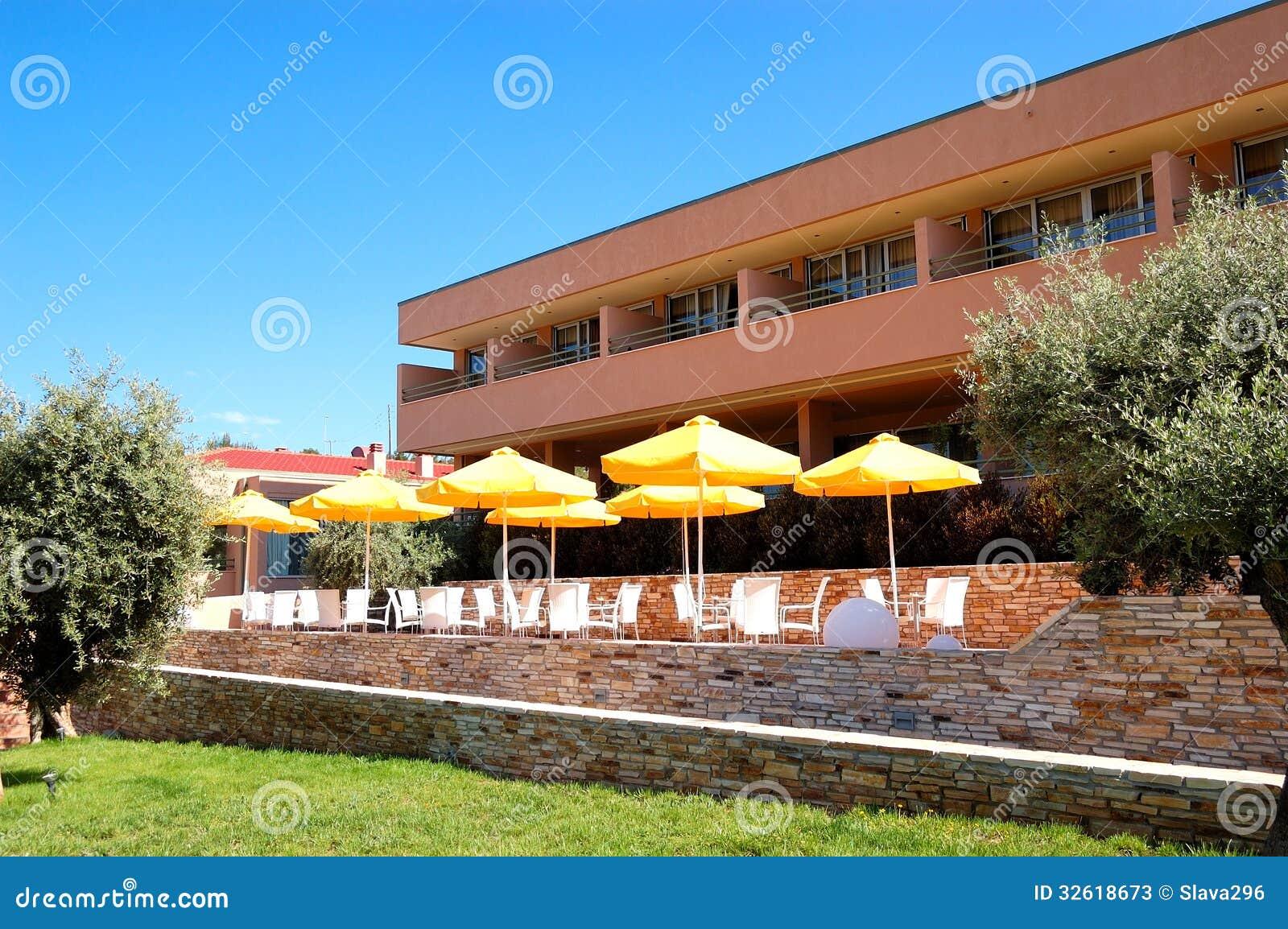 Restaurante al aire libre en el hotel de lujo moderno for Hoteles de lujo modernos