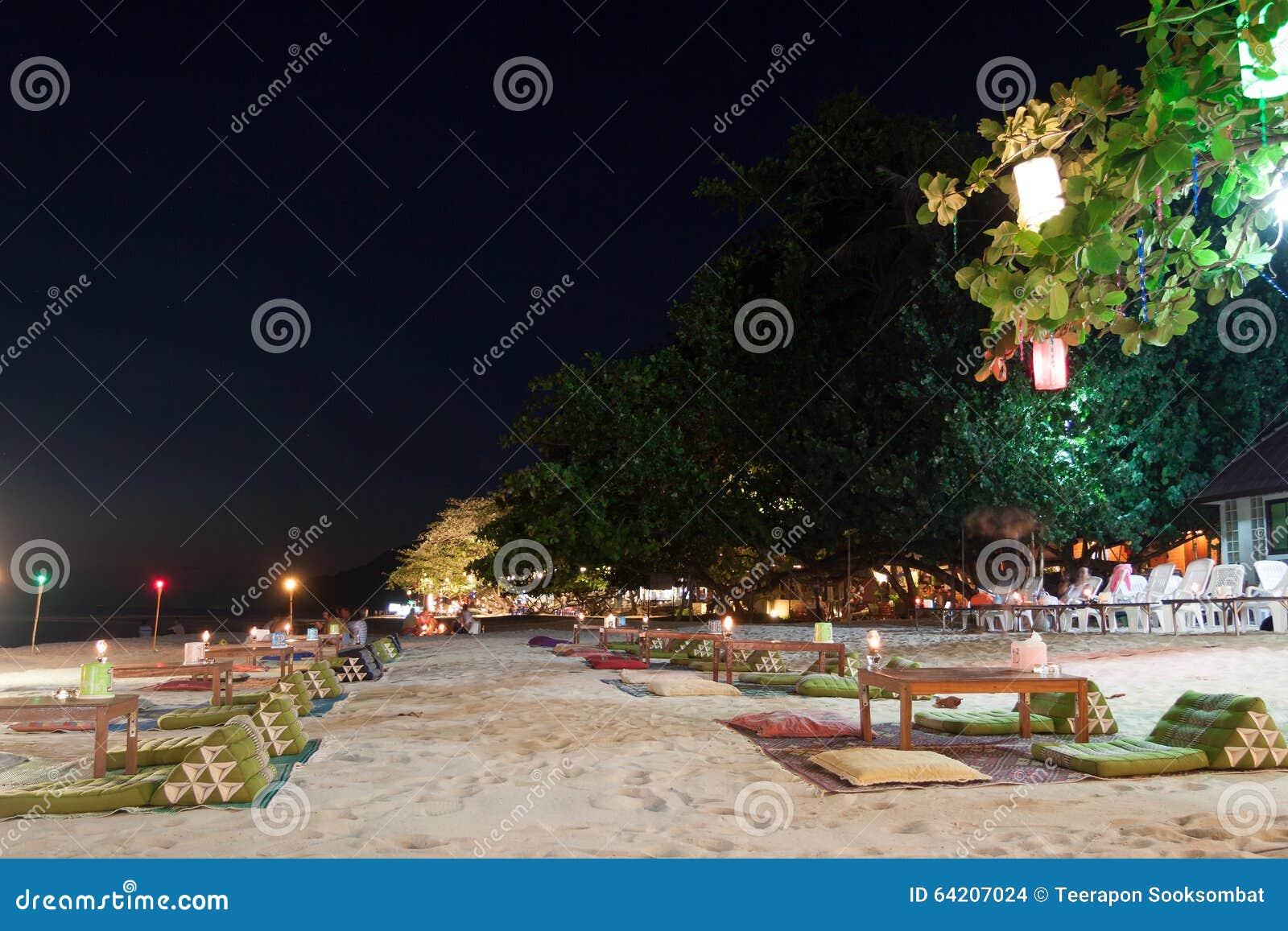 Restaurante al aire libre en la playa