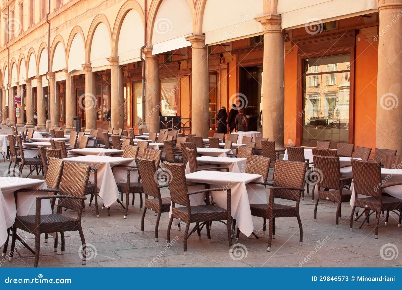 Restaurante da rua na Bolonha, Italia