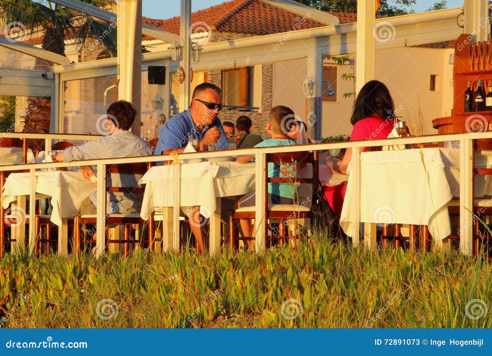 Encantador Cocina De La Familia Griega Imagen - Ideas Del Gabinete ...