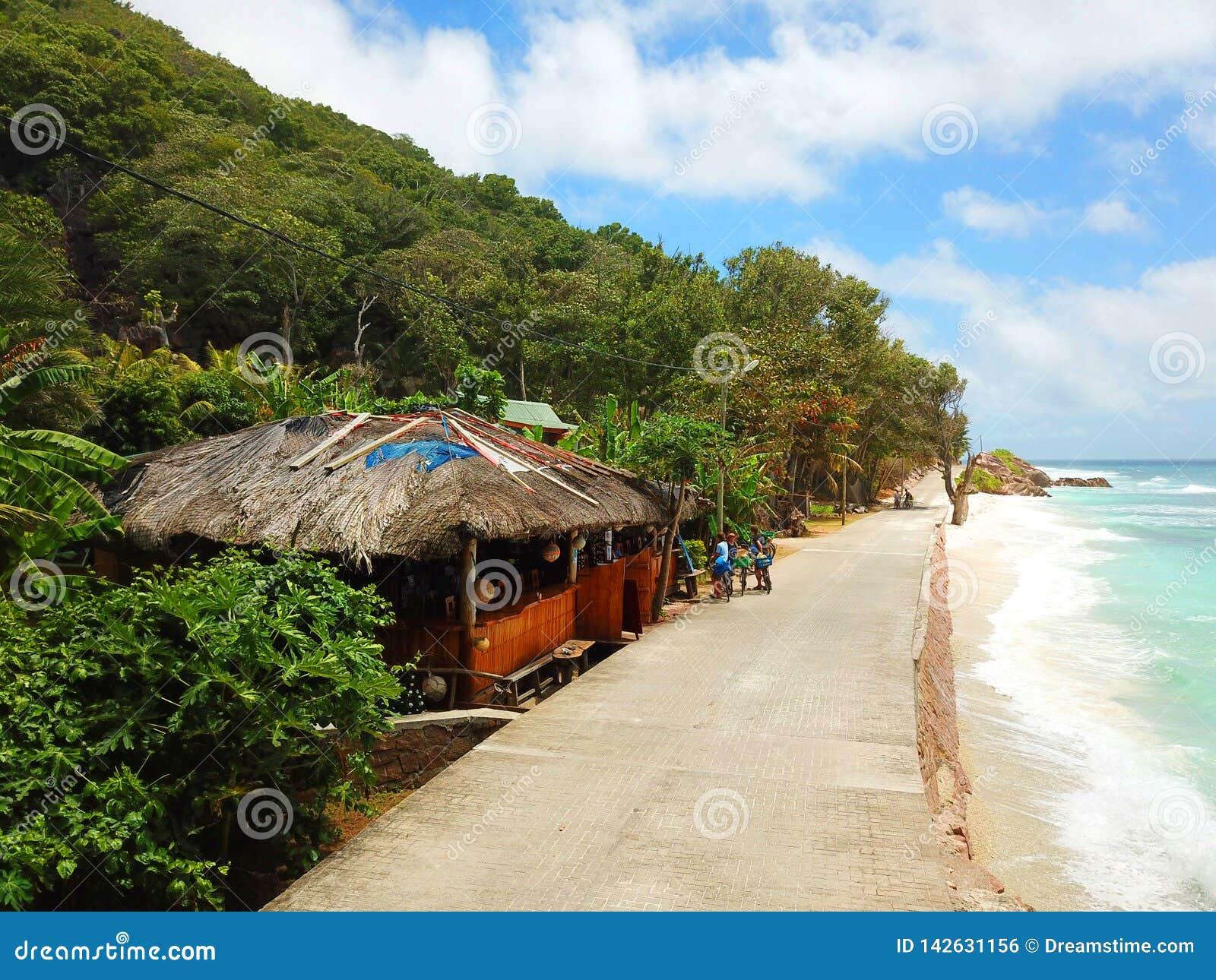 Restaurante de la playa en las Seychelles