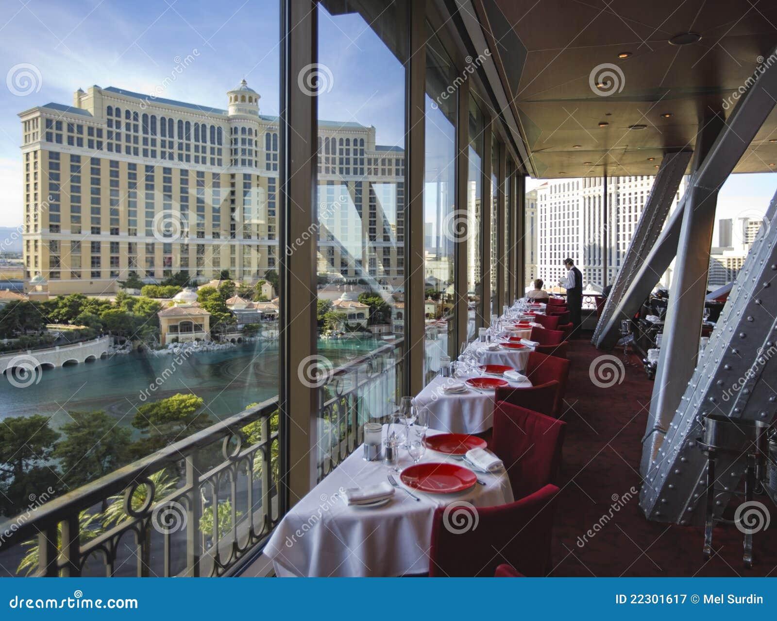 Restaurante del hotel de la torre eiffel fotograf a for Restaurant la cuisine dax