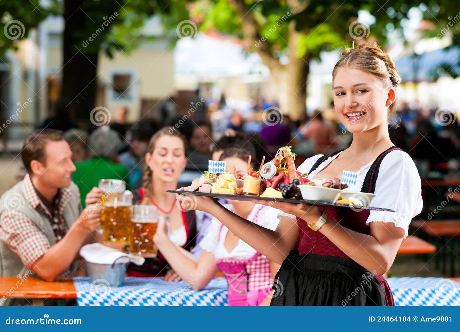 Restaurante del jardín de la cerveza - cerveza y bocados