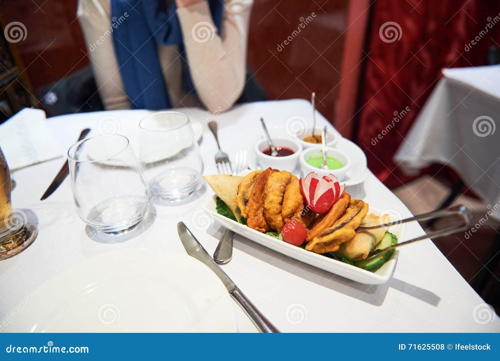Restaurante do indiano da mulher