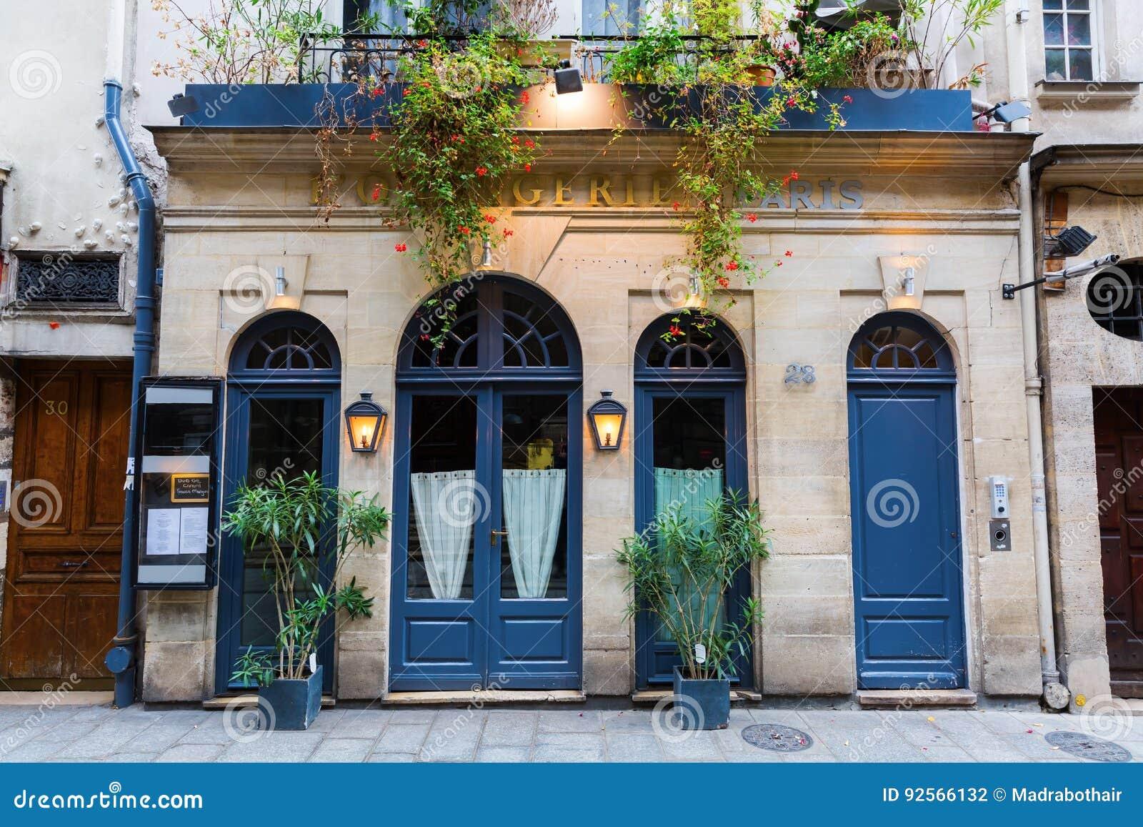 Restaurante en el Saint Louis de Ile, París, Francia