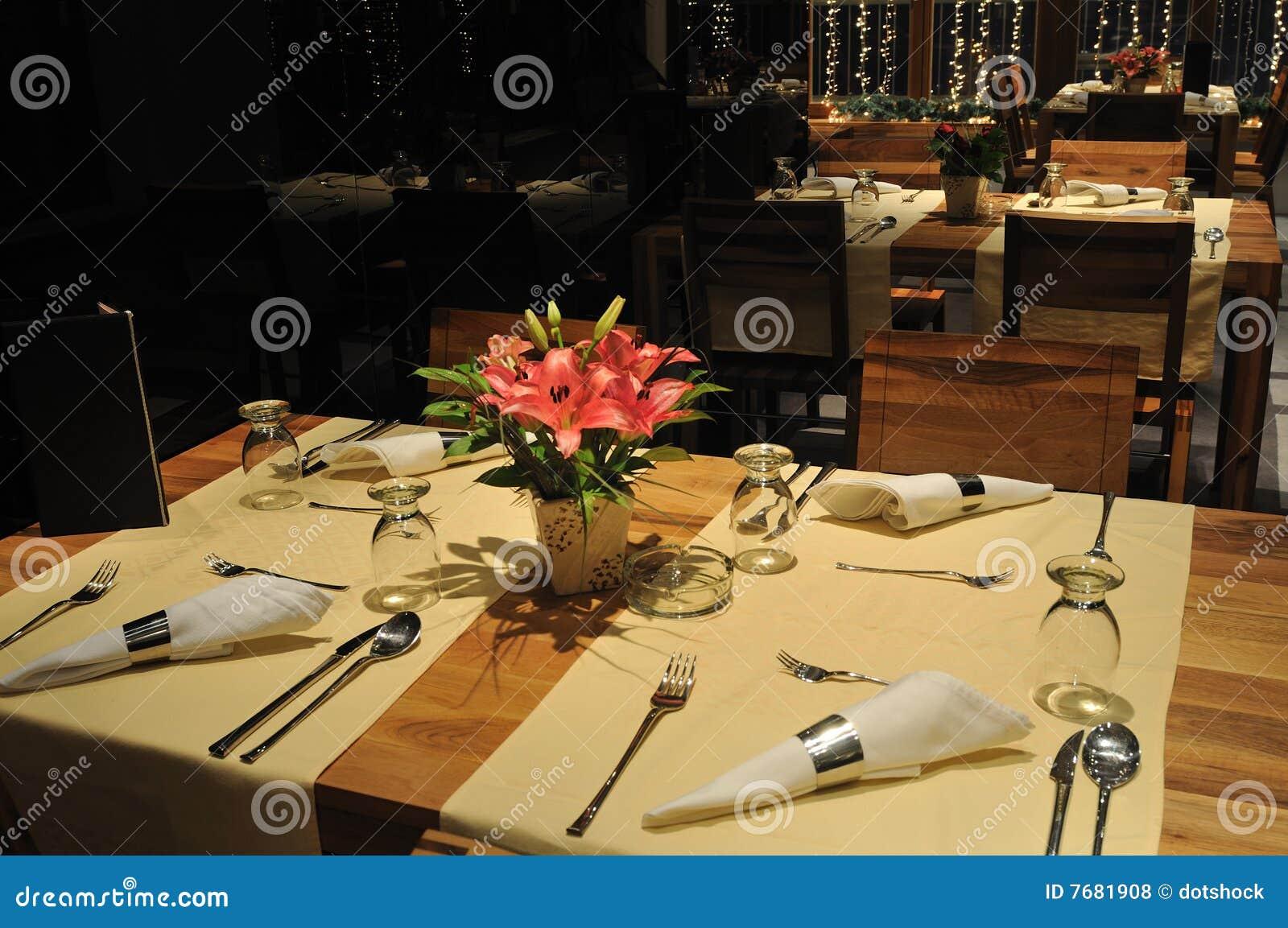 Restaurante interno moderno luxuoso foto de stock imagem for Interno moderno