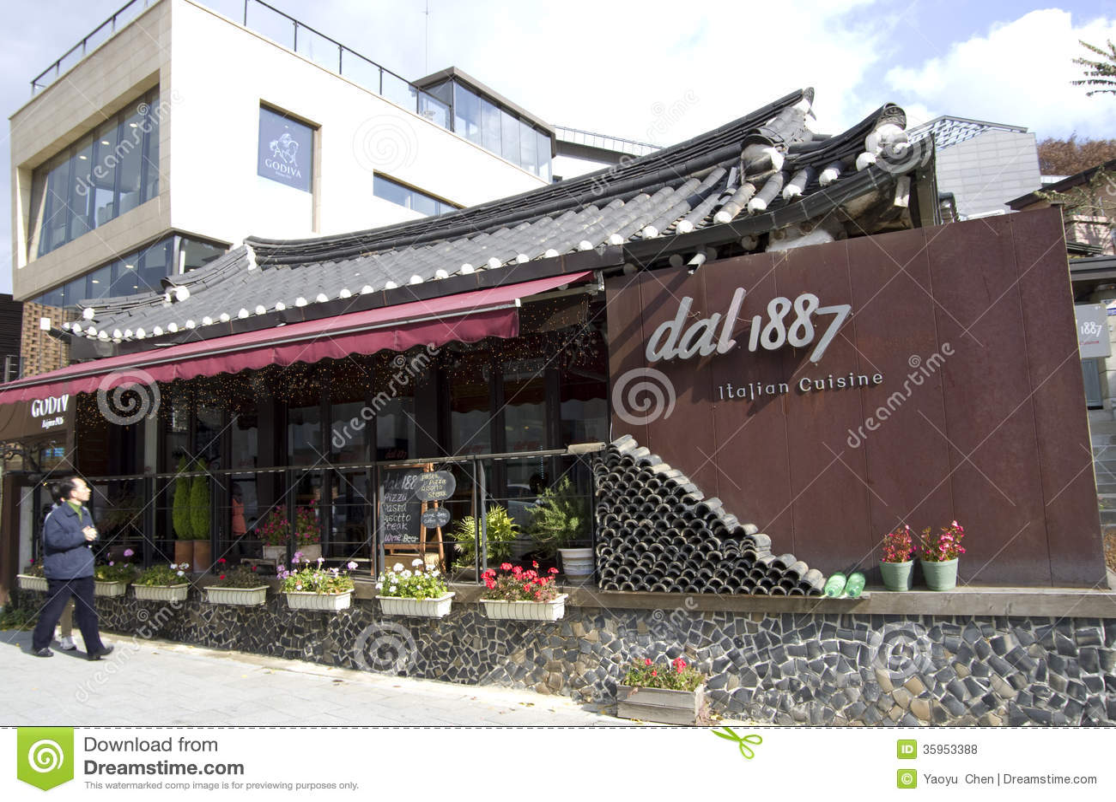 Restaurante italiano en arquitectura coreana tradicional