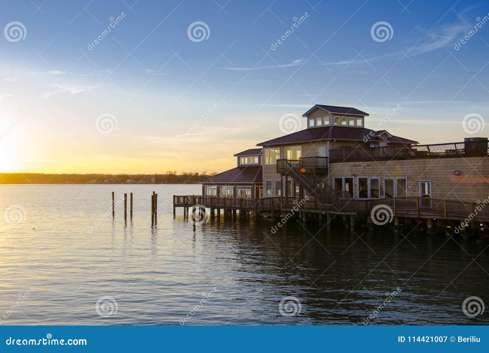 Restaurante na água