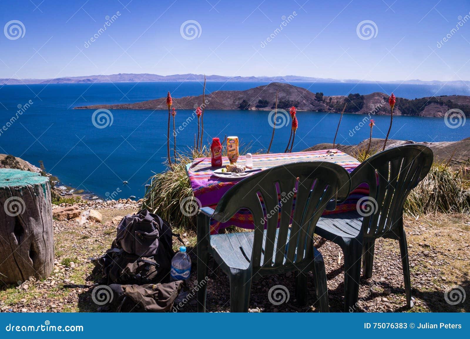 Restauranttabelle bei Isla del Sol, Titicaca-See, Bolivien