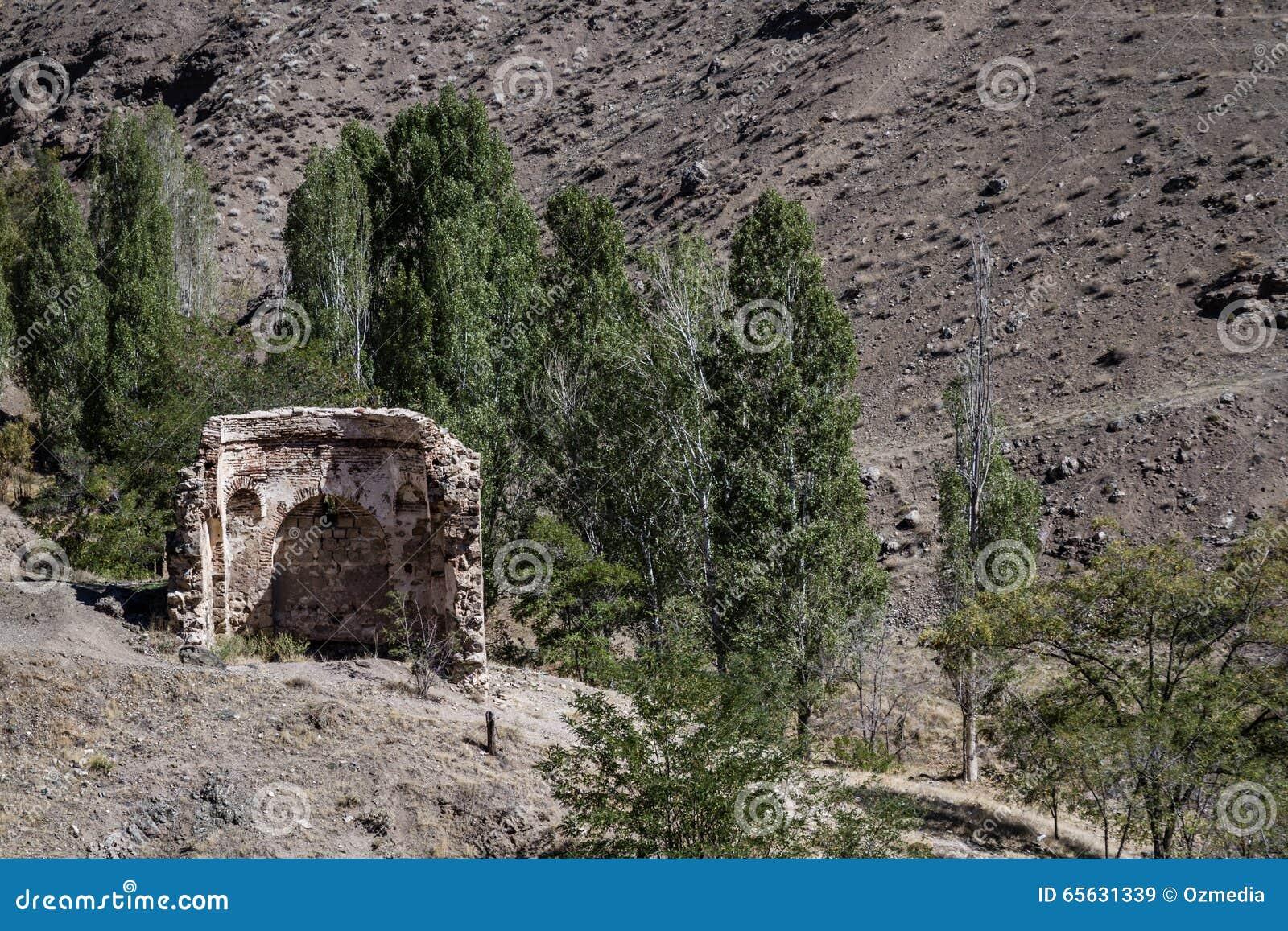 Reste près du château historique de Harput dans Elazig, Turquie