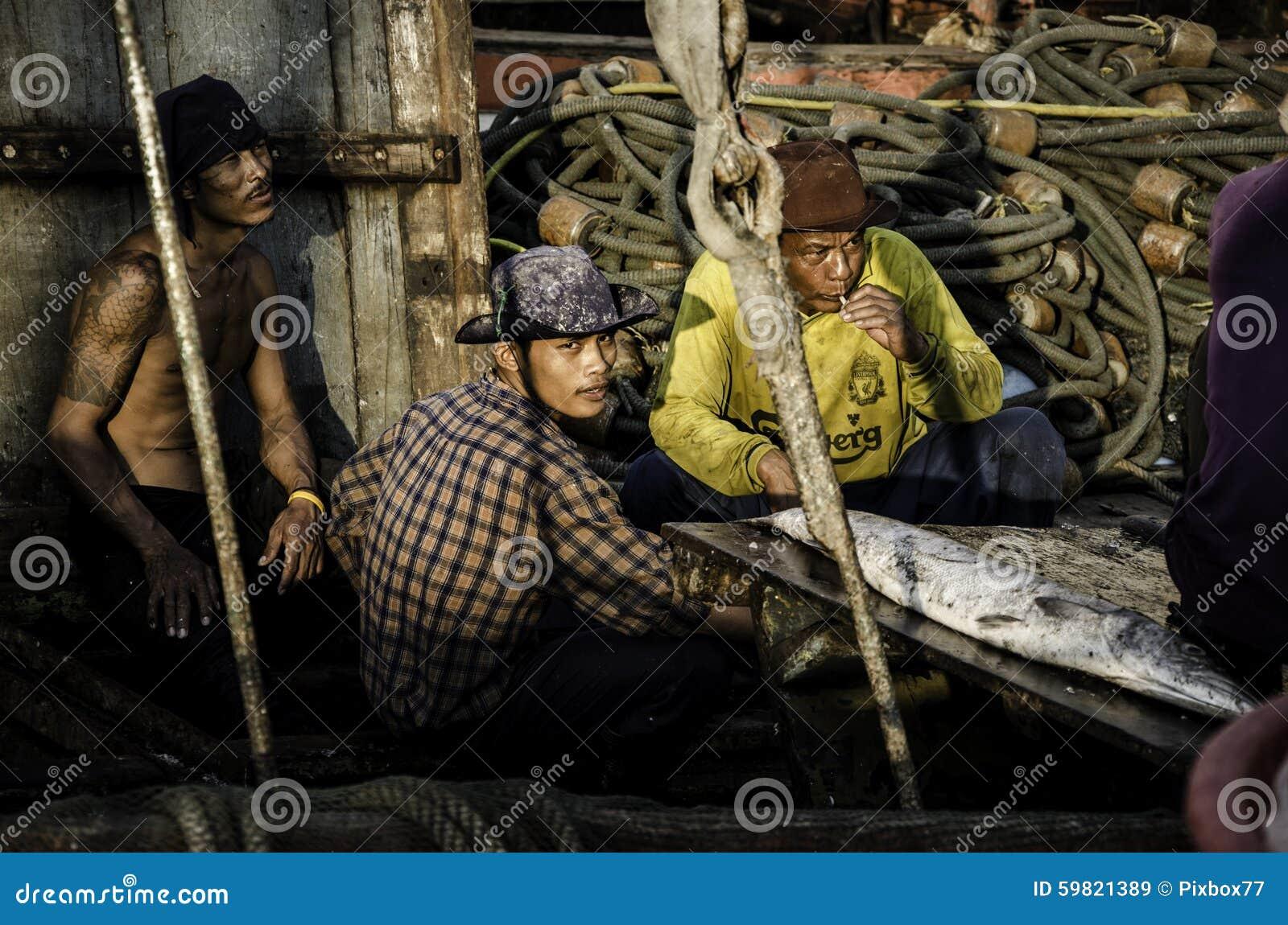 Resto não identificado do trabalhador no barco do pescador