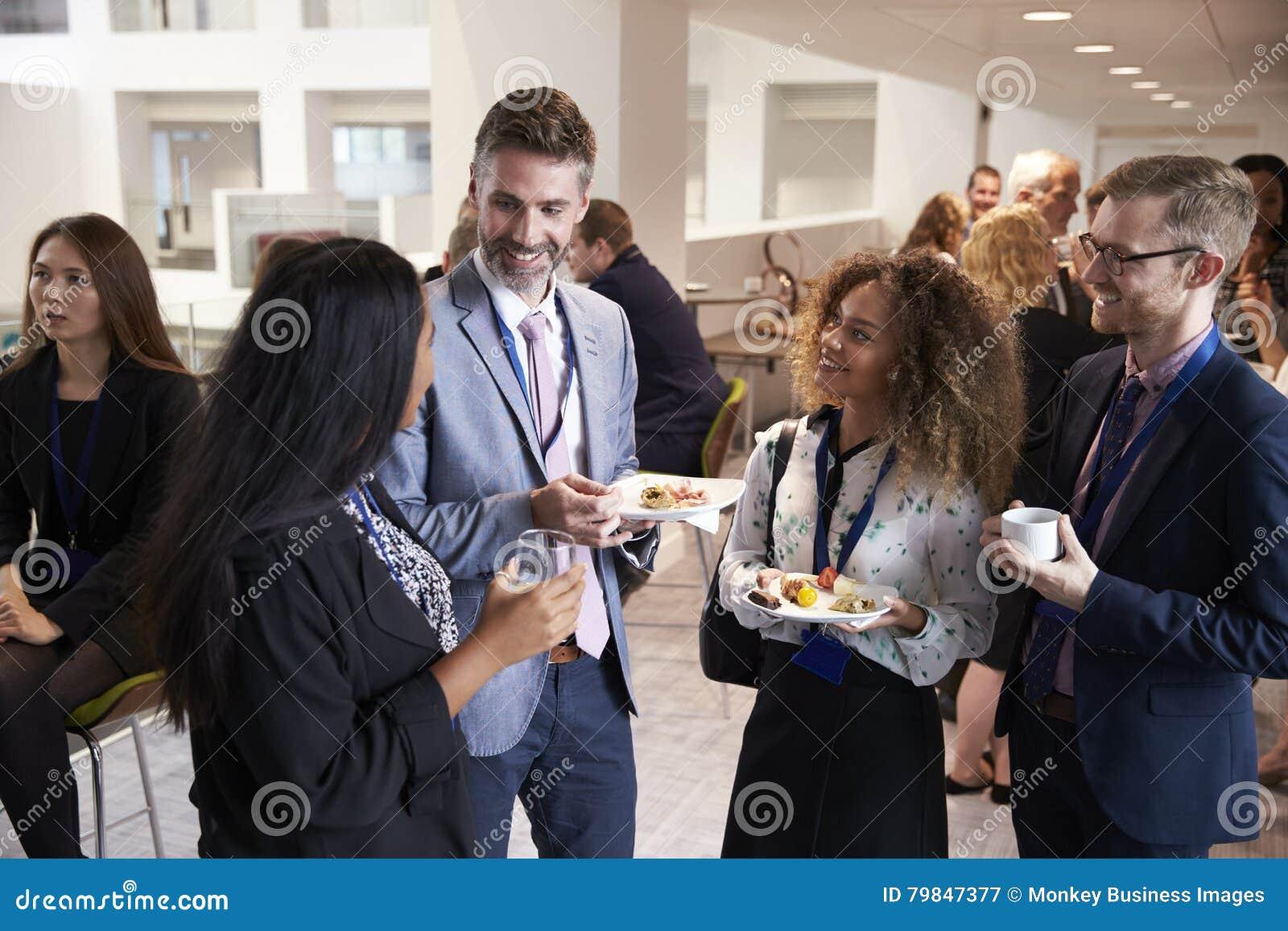 Rete dei delegati durante l intervallo di pranzo di conferenza