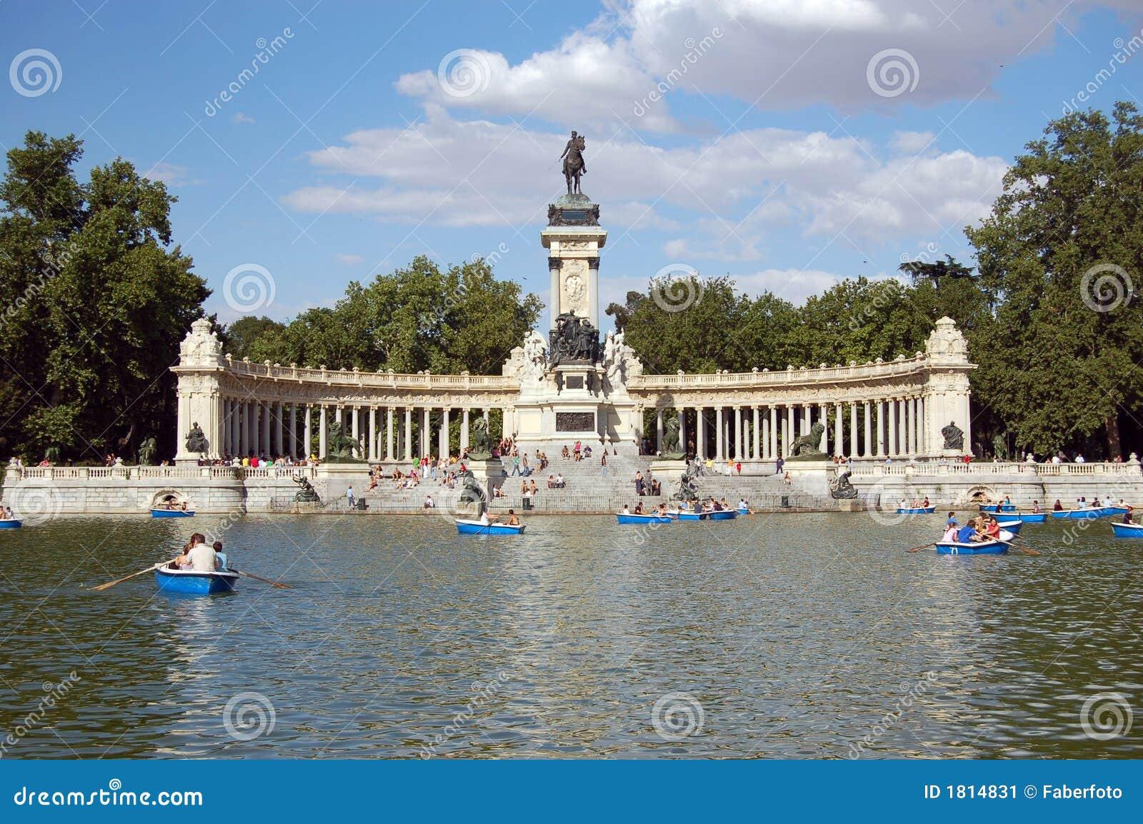 Retiro's Park Lake, Madrid stock image. Image of sundey - 1814831