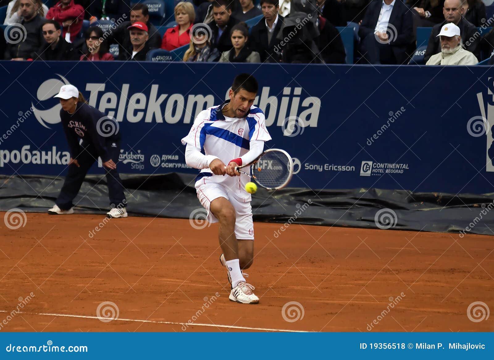 Retorno do jogador N.Djokovic um ball-1