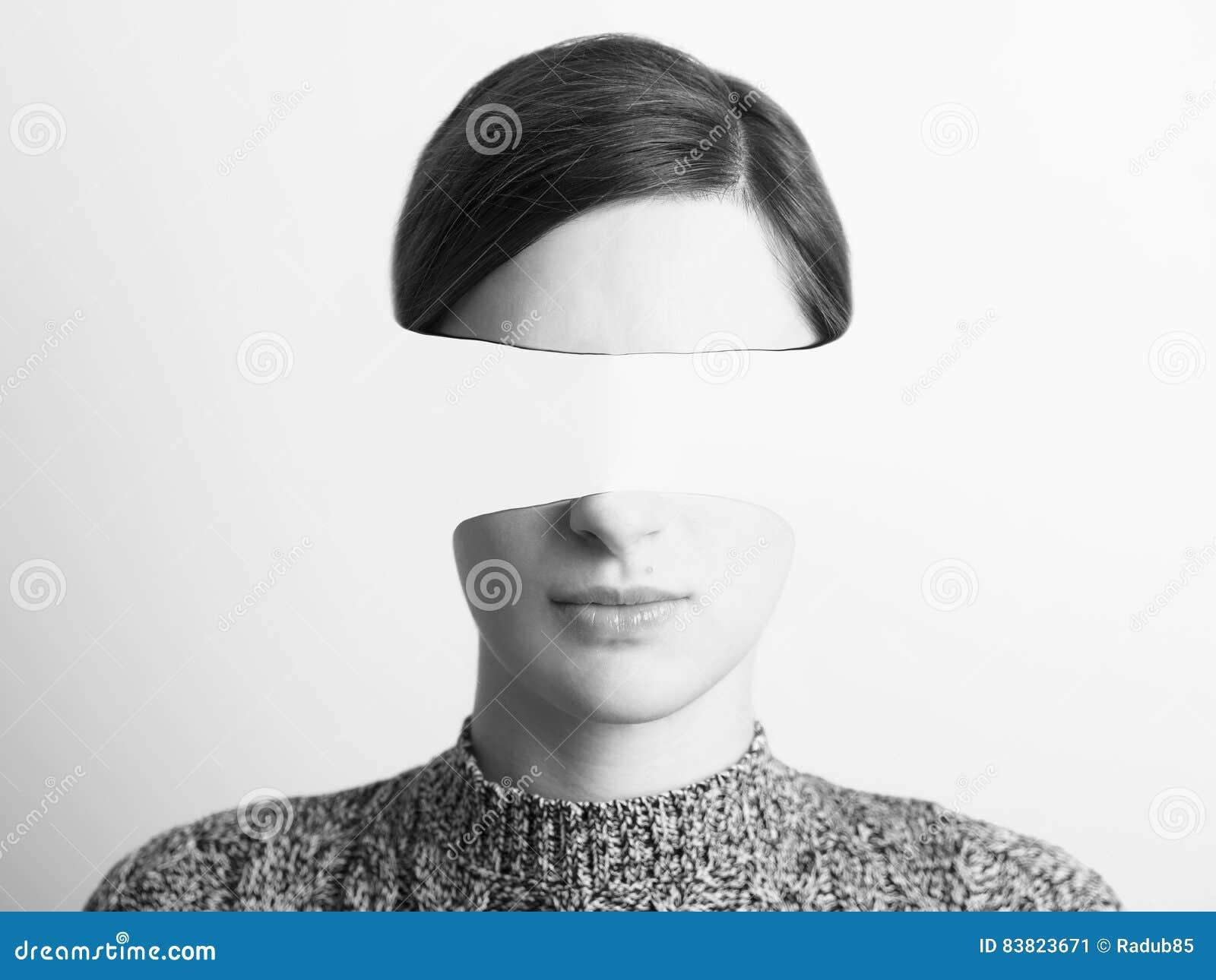 Retrato abstrato preto e branco da mulher do roubo de identidade