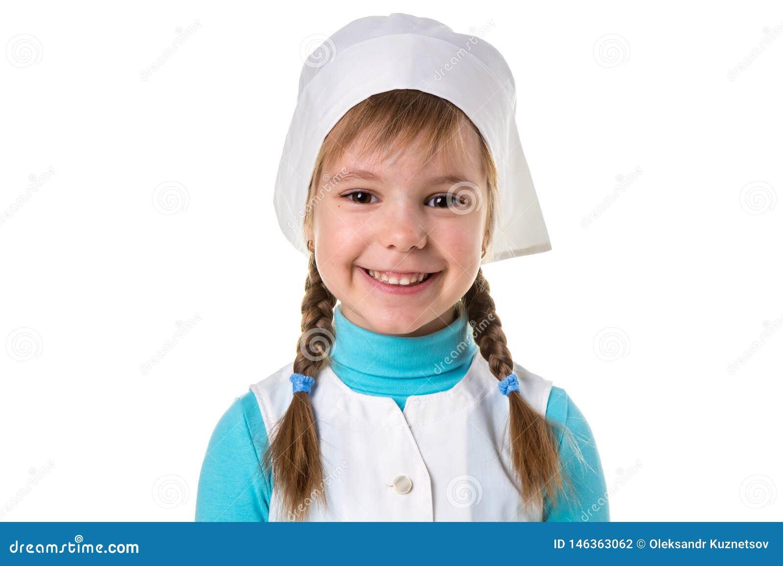Retrato ascendente próximo da enfermeira ou do doutor fêmea de sorriso feliz alegre no uniforme médico, orientação da paisagem no