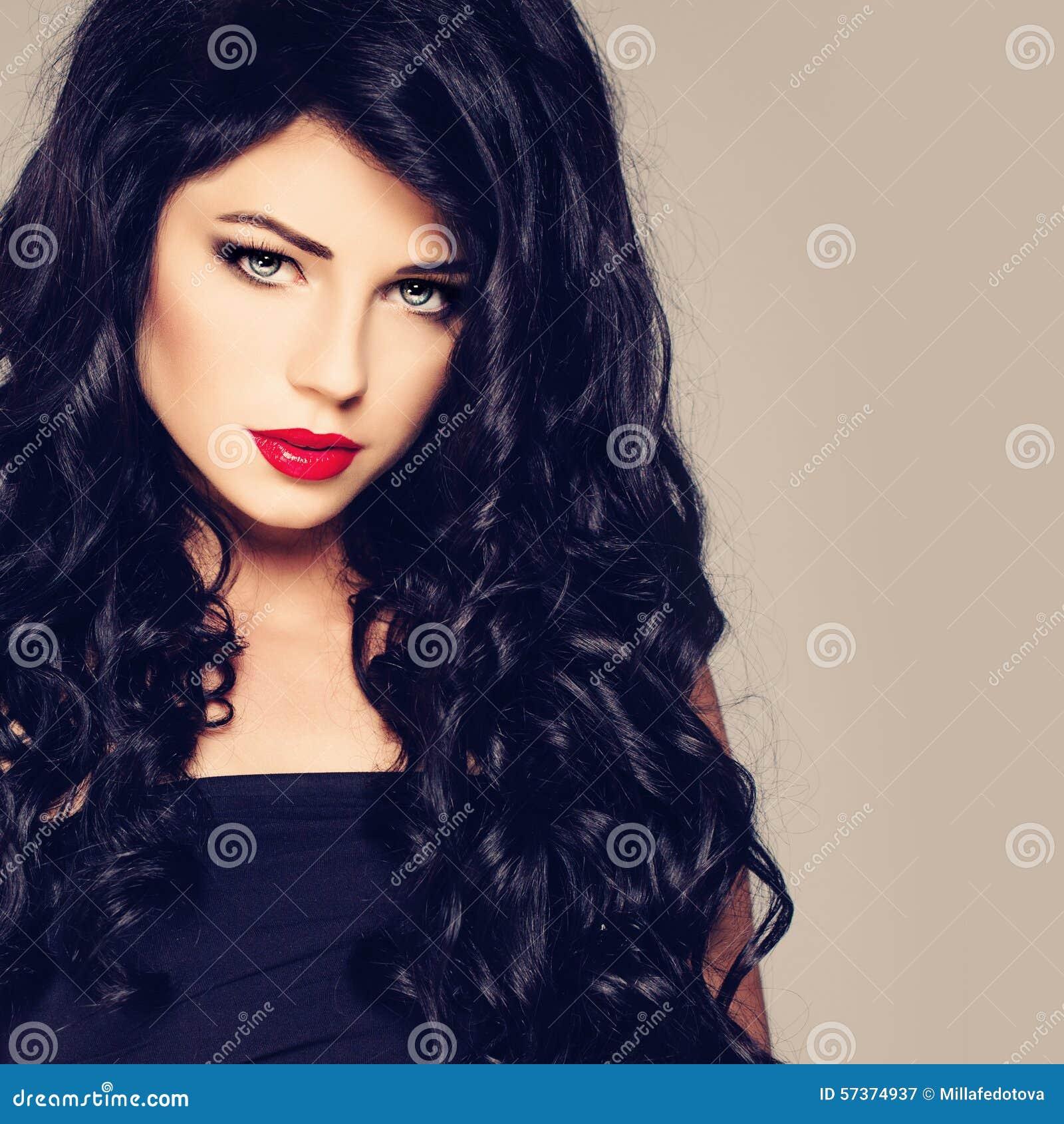 Retrato atractivo de la muchacha