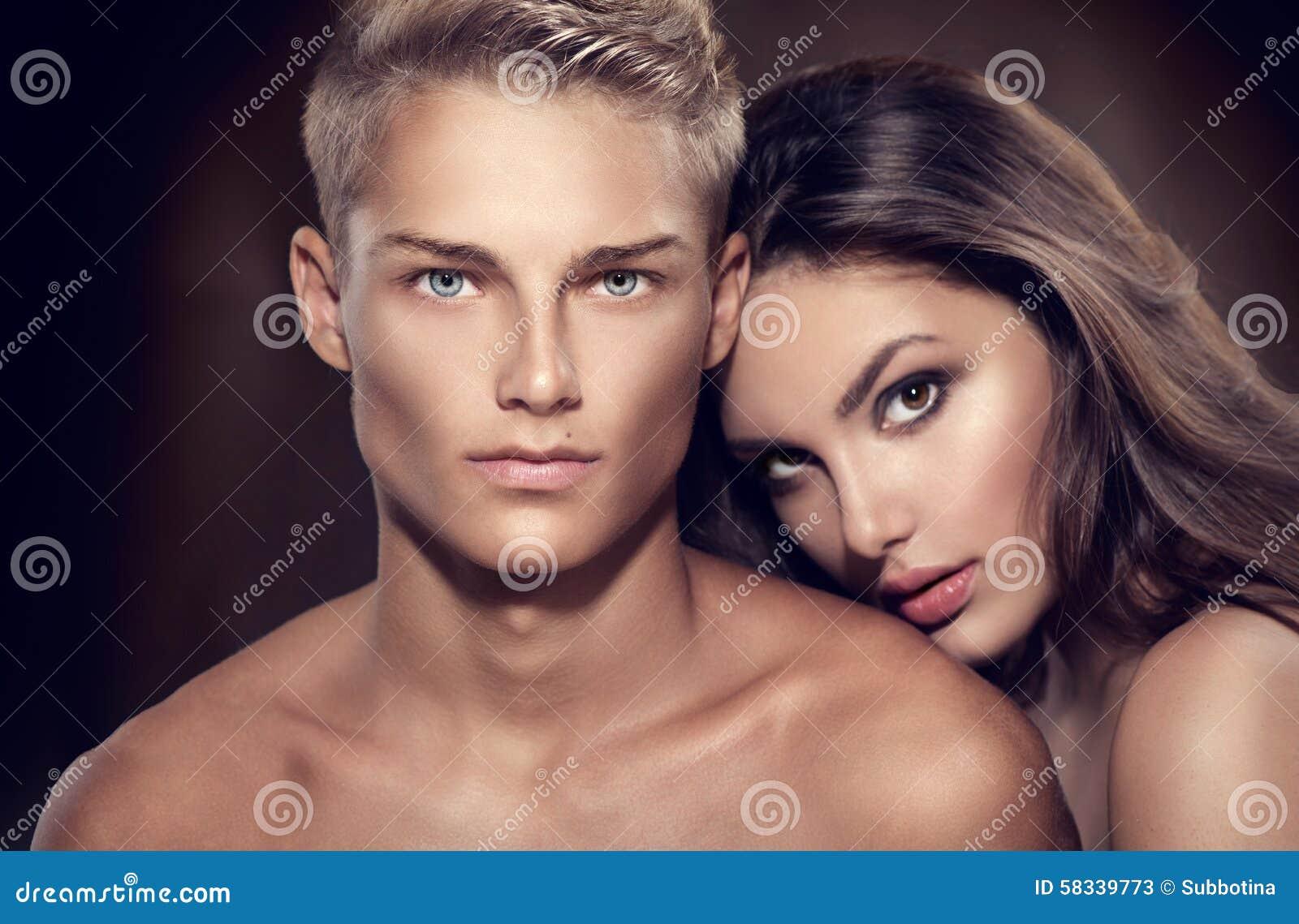 Retrato atractivo hermoso de los pares