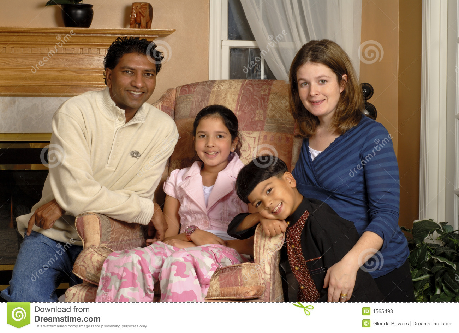 Retrato Biracial de la familia