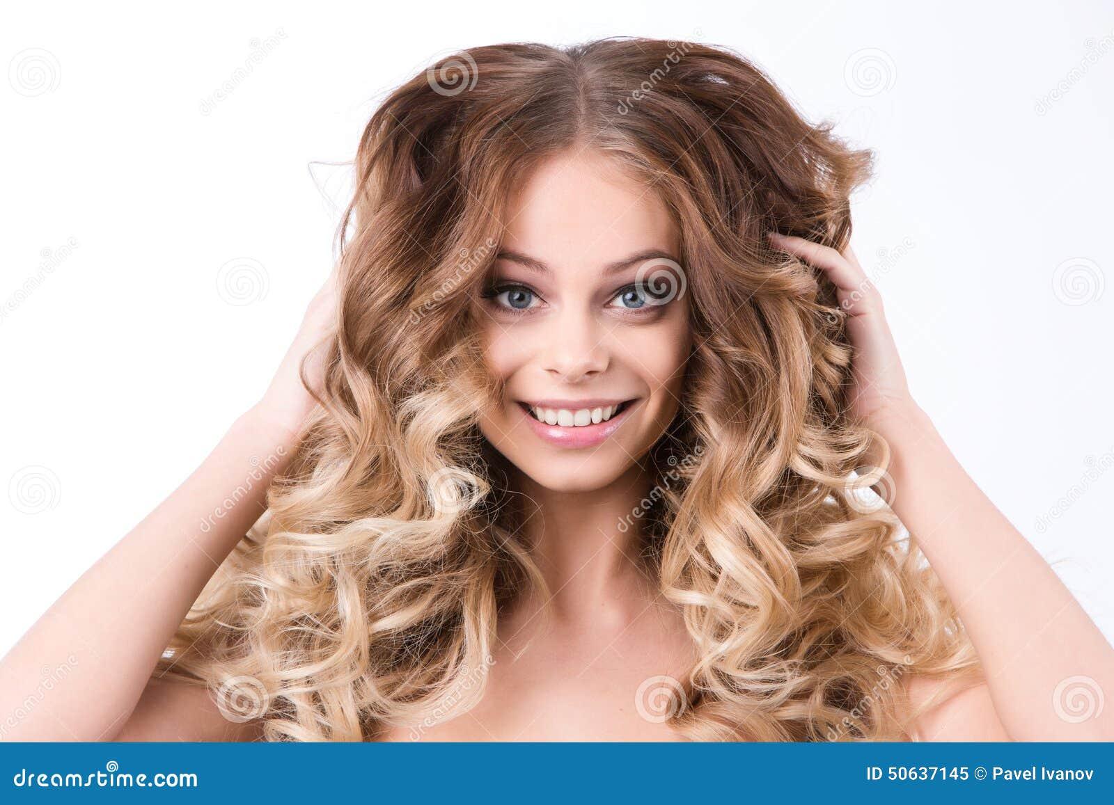 Retrato bonito da mulher Composição e cabelo