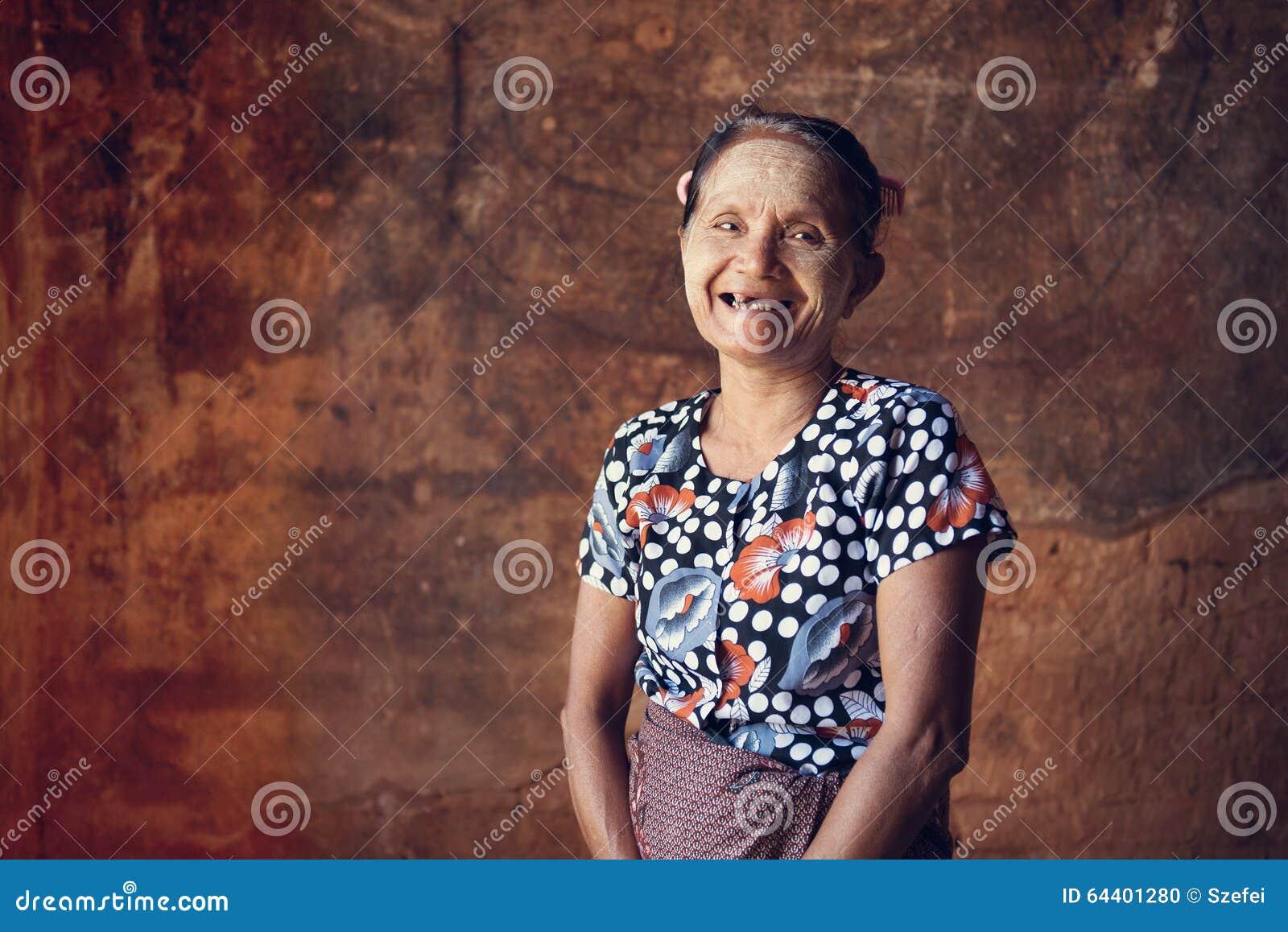 Retrato burmese asiático da mulher
