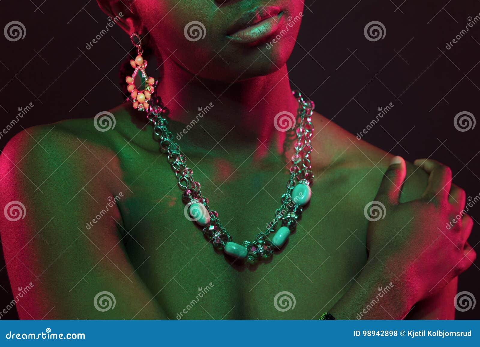 Moderno Colores De Esmalte De Uñas Para Piel Morena Ornamento ...