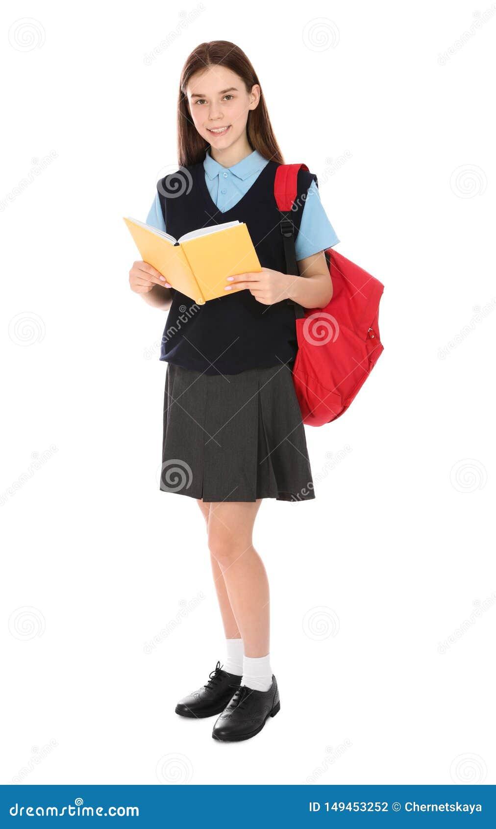 Retrato completo do comprimento do adolescente na farda da escola com trouxa e livro