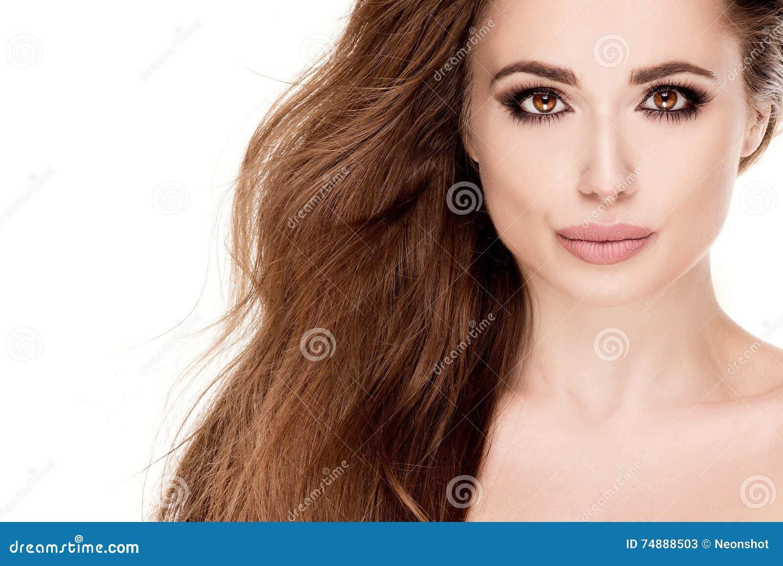 Retrato da beleza da menina natural nova