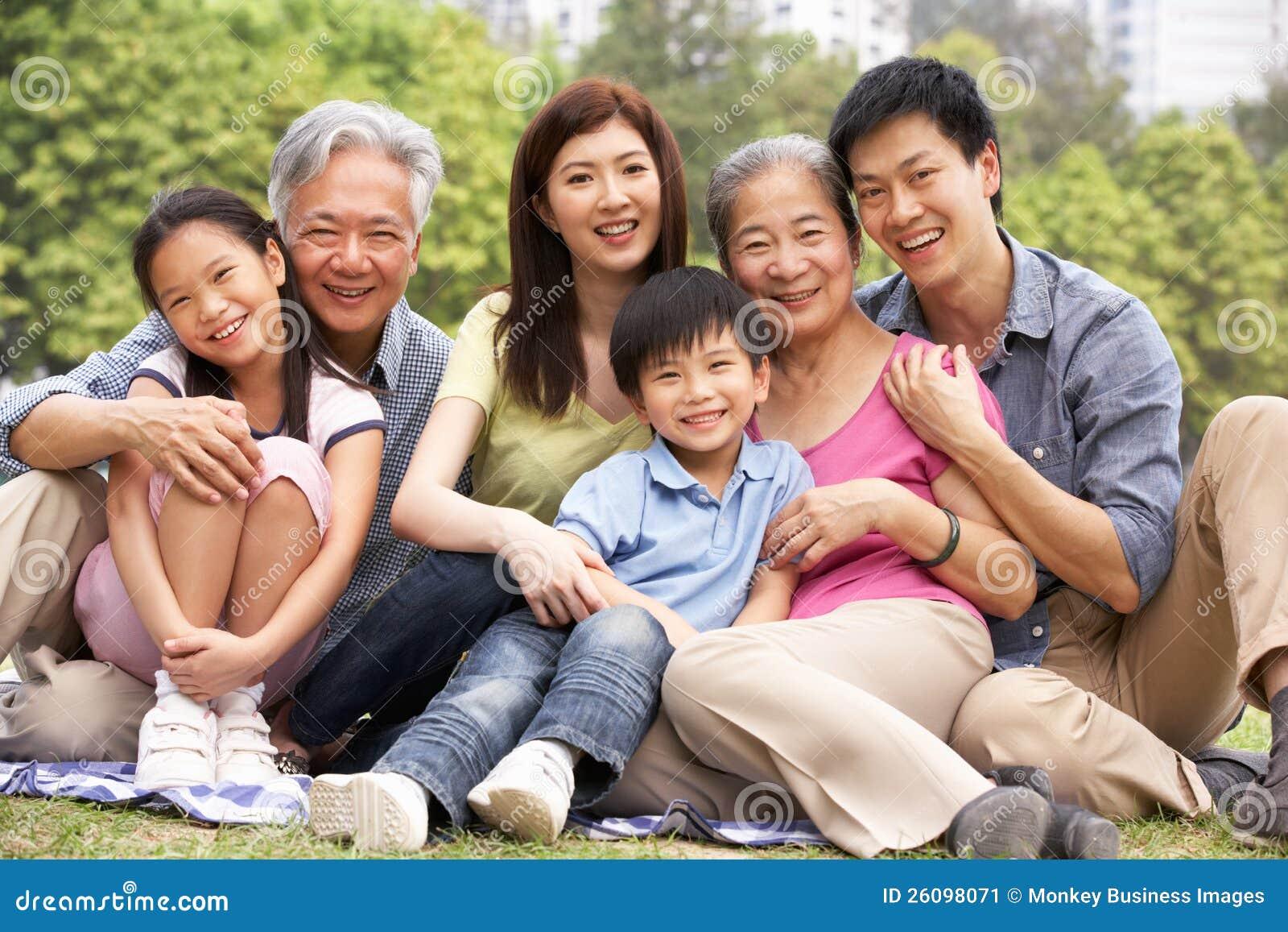 Retrato da família chinesa Multi-Generation