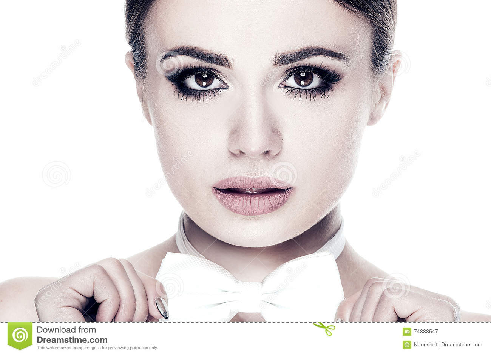 Retrato da forma da menina elegante