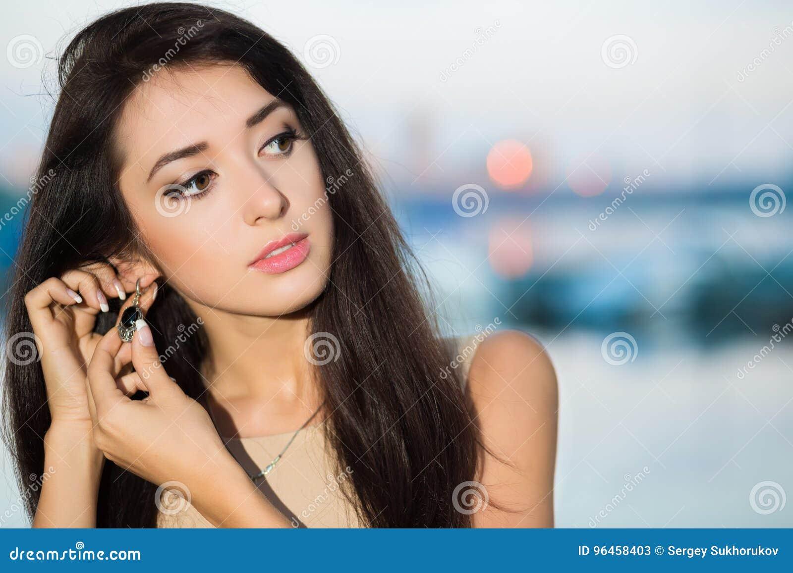 Retrato da morena bonita