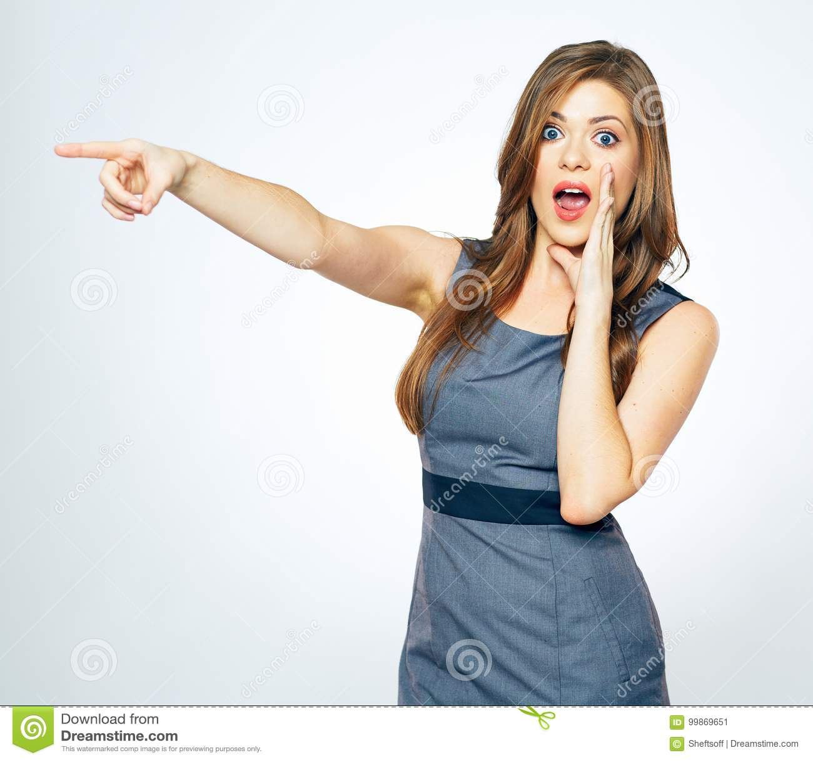 Retrato da mulher de negócio com apontar do dedo Mulher gritando