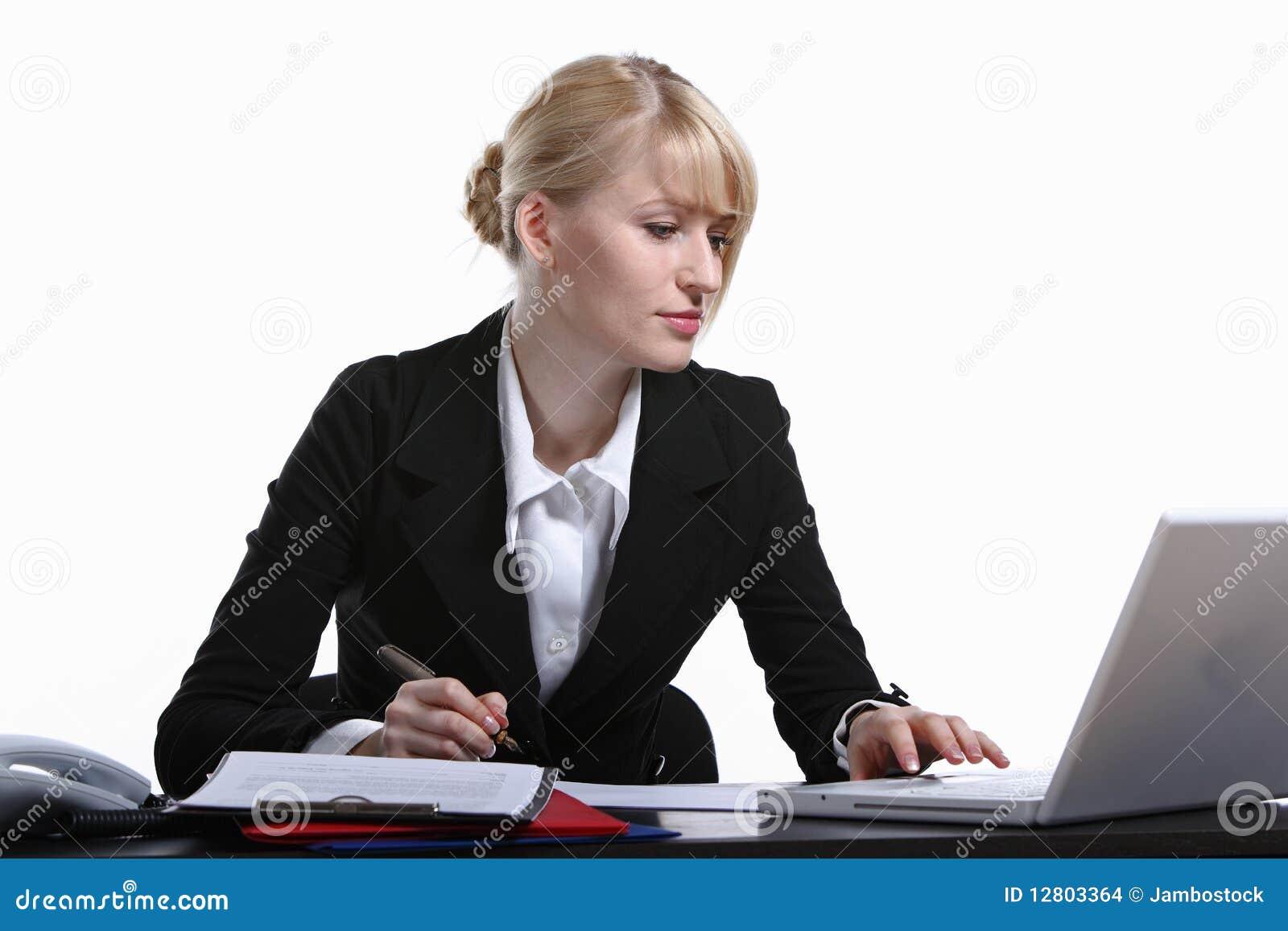 Retrato da mulher de negócio nova