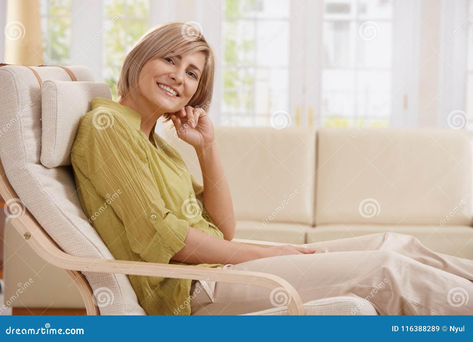 Retrato da mulher na poltrona