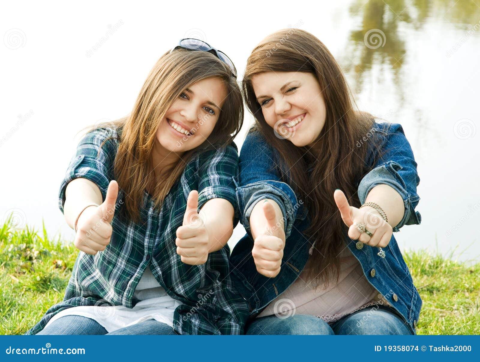 Retrato de dois adolescentes novos
