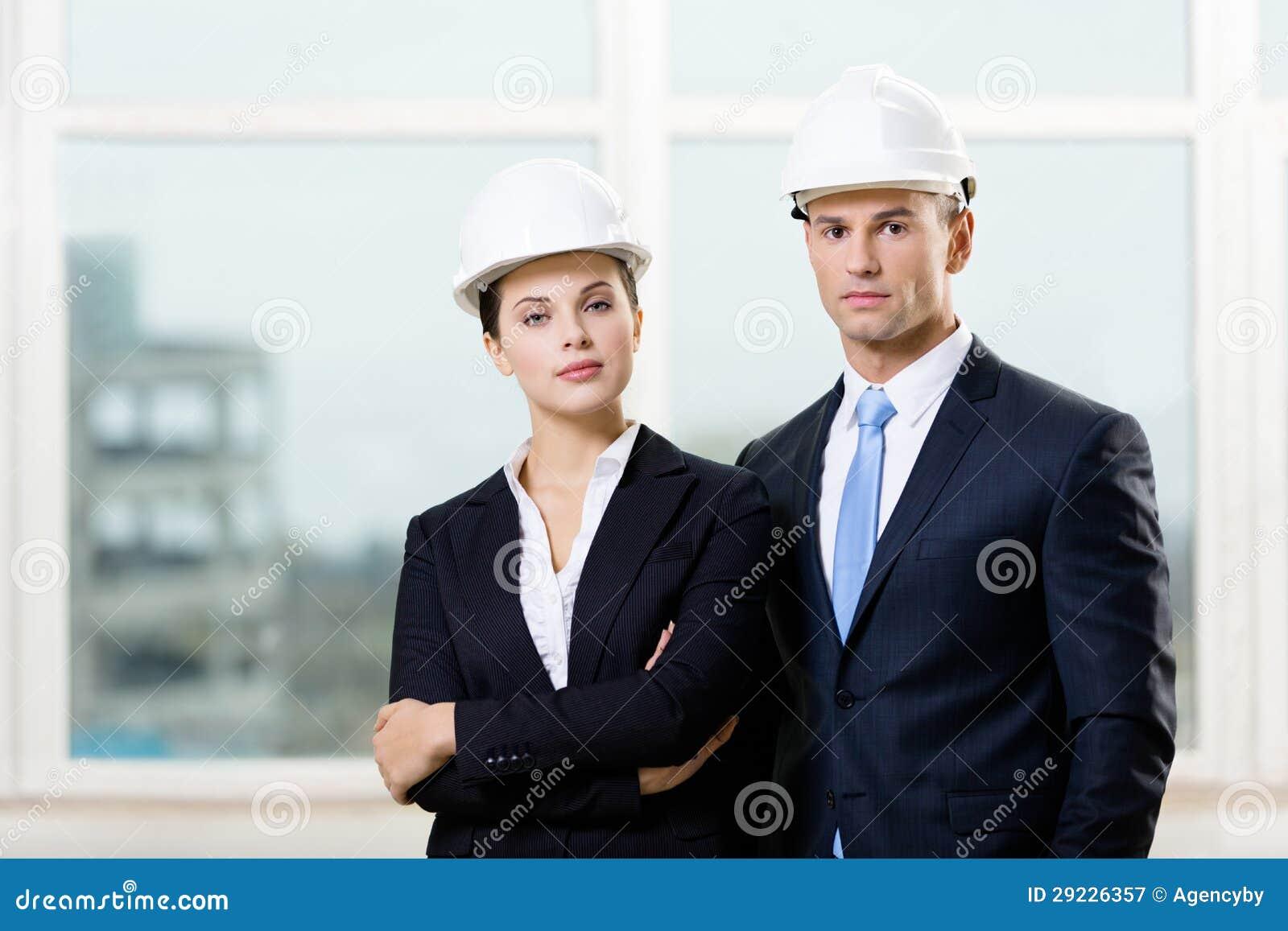 Download Retrato De Dois Contratantes Imagem de Stock - Imagem de construtor, bonito: 29226357