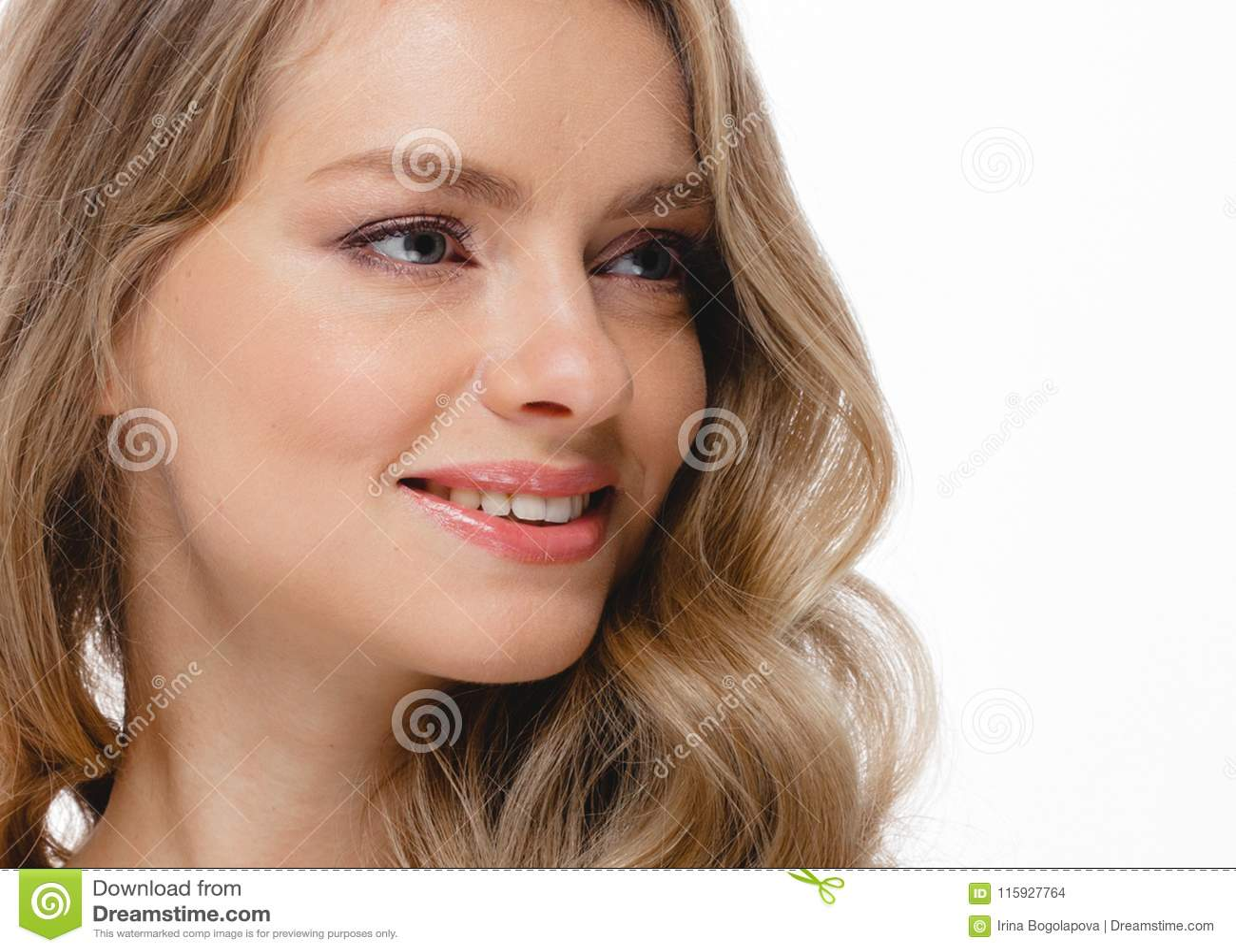 Retrato de la cara de la mujer de la belleza Girl modelo hermoso con el franco perfecto