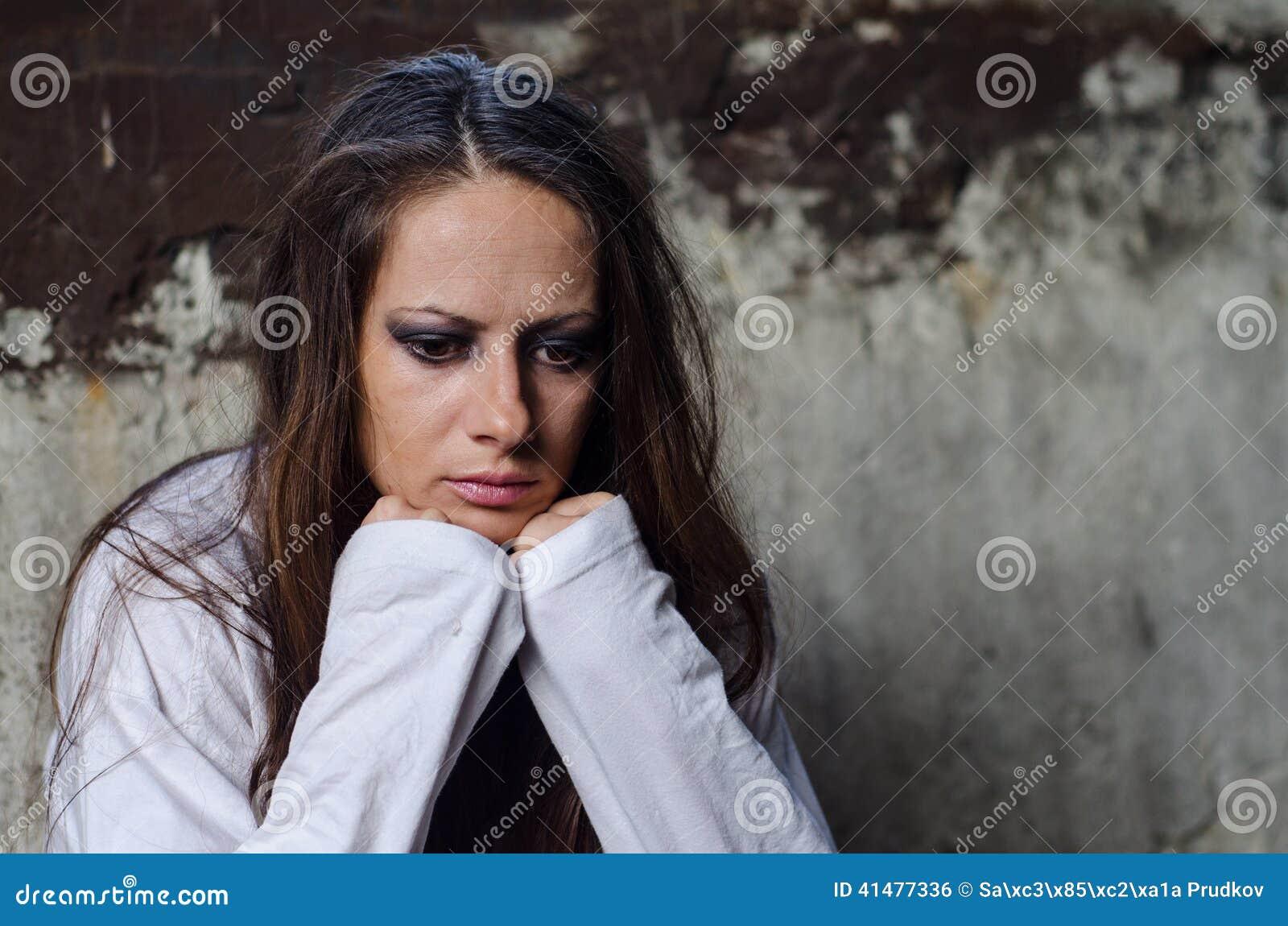 Retrato de la chica joven deprimida