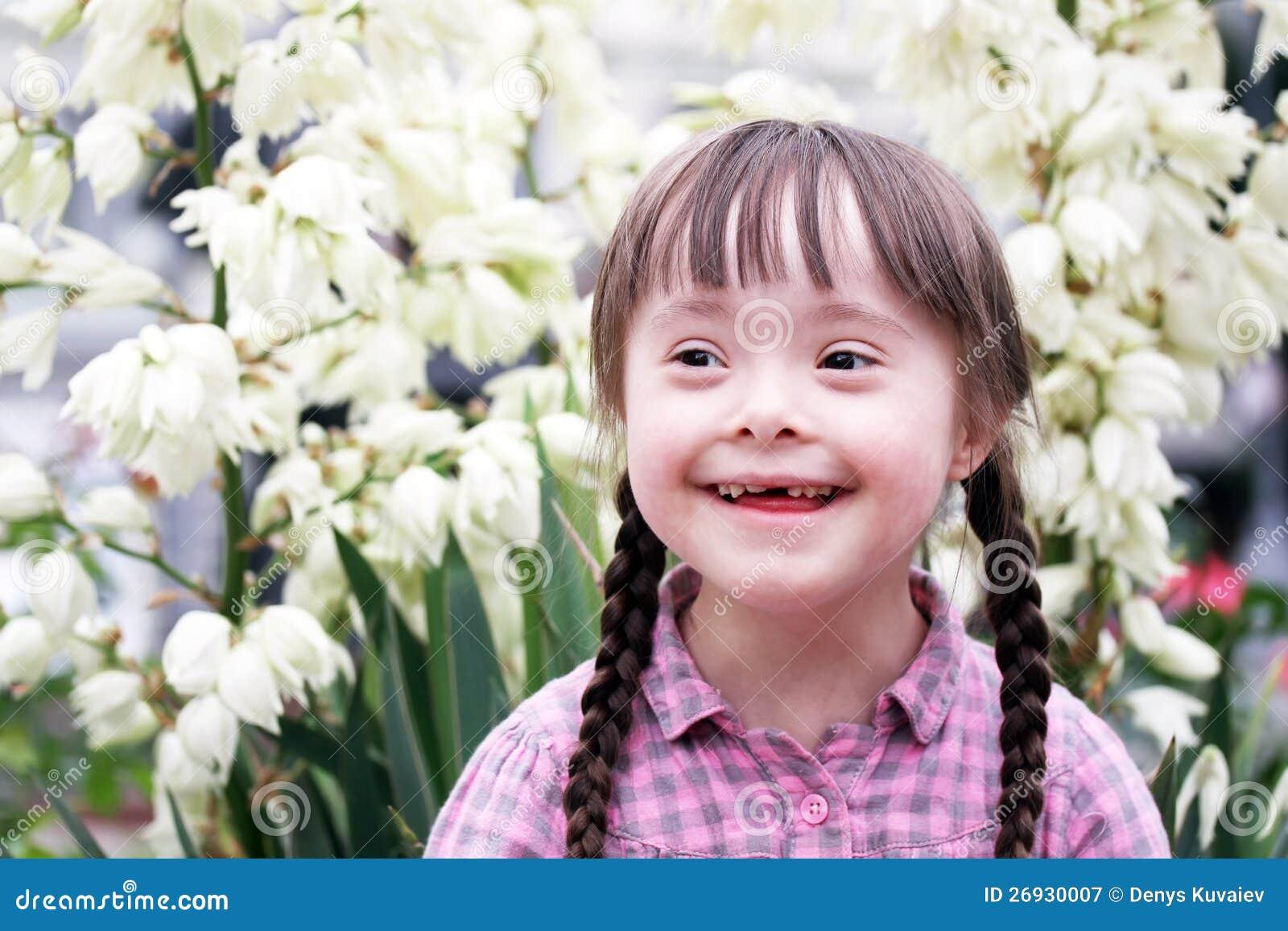 Retrato de la chica joven hermosa.