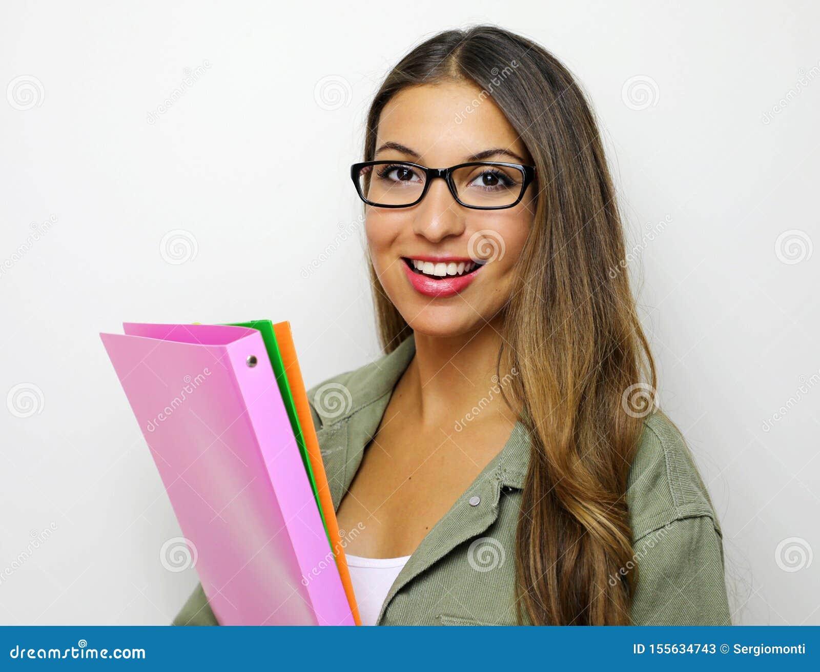 Retrato de la empresaria sonriente feliz joven con las carpetas, aislado en el fondo blanco Éxito en negocio, trabajo y la educac
