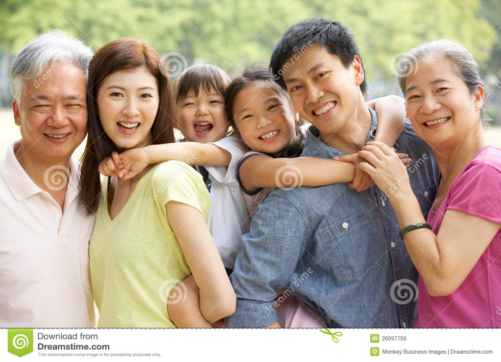 Retrato de la familia china multigeneración