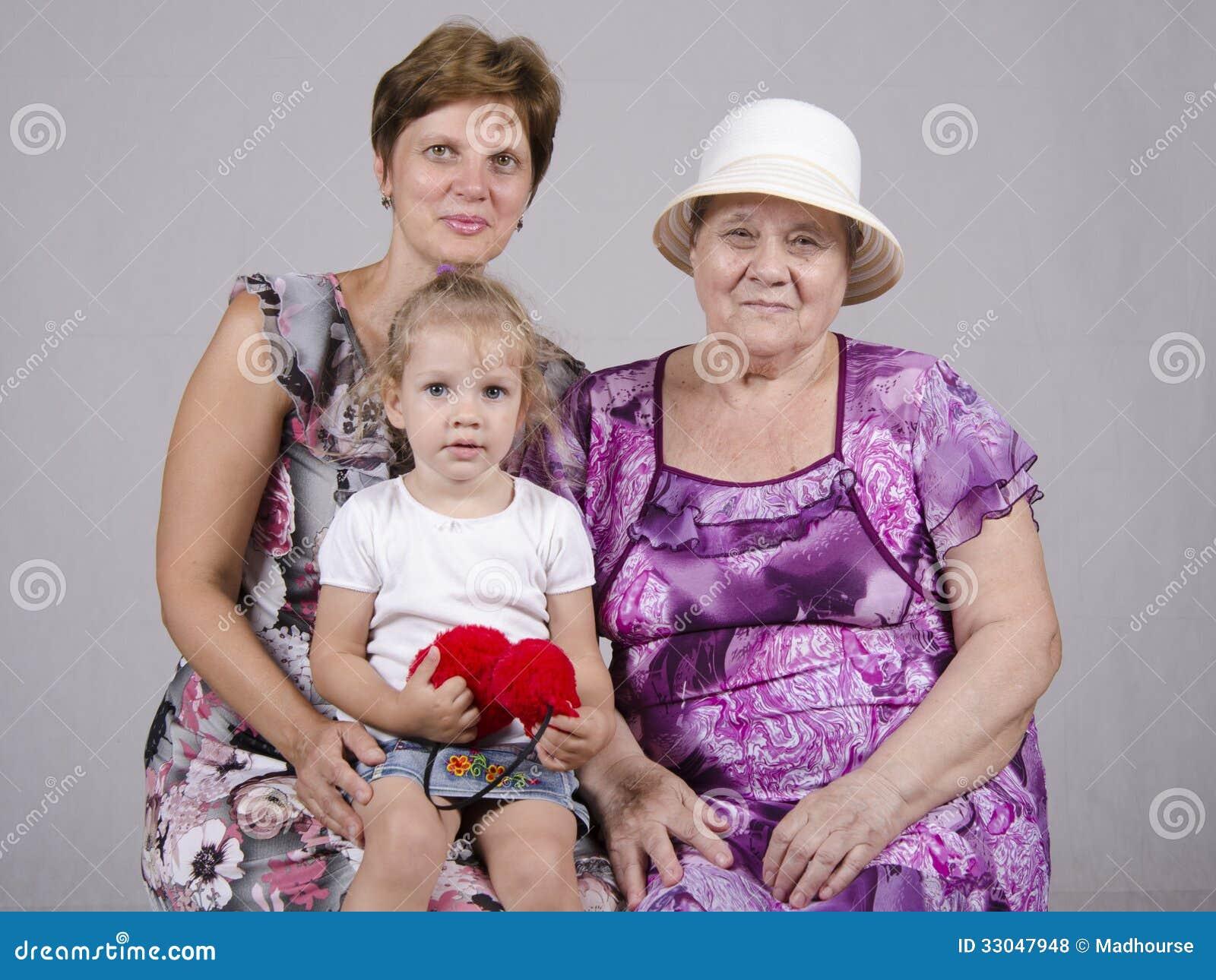 Retrato De La Familia Del Niño, De La Abuela Y De La Bisabuela Foto ...