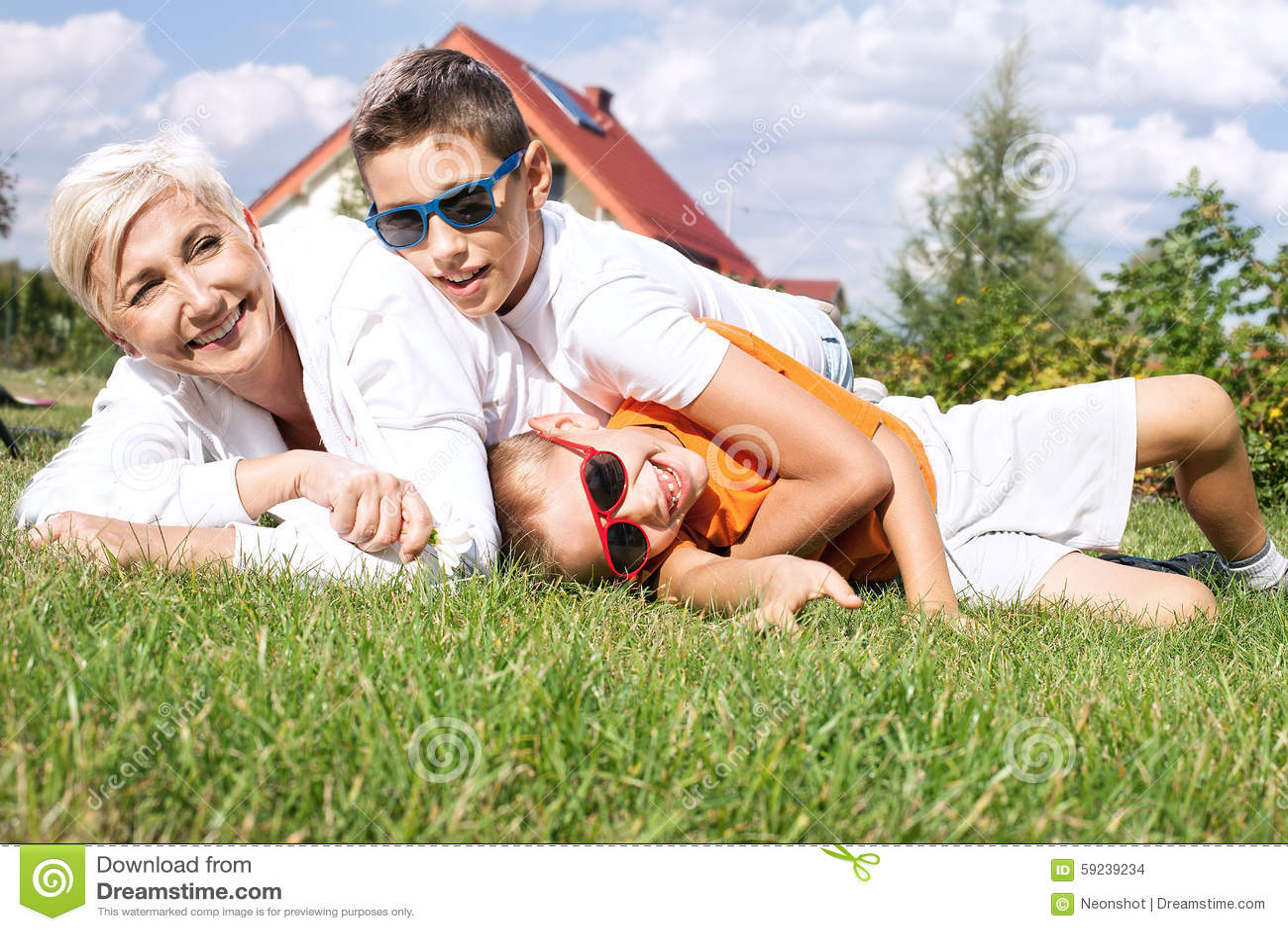 Download Retrato De La Familia Feliz Foto de archivo - Imagen de alegre, niño: 59239234